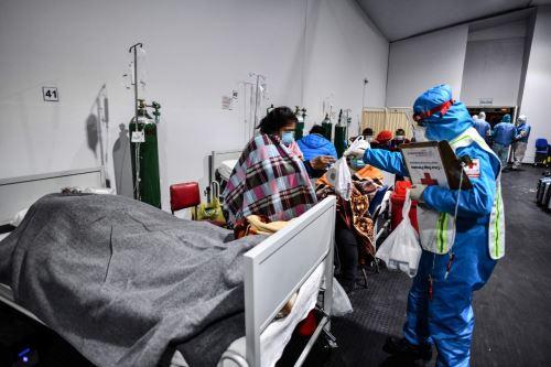 Cruz Roja lleva abrigo y comida a pacientes y familiares Covid-19 en hospitales de Arequipa