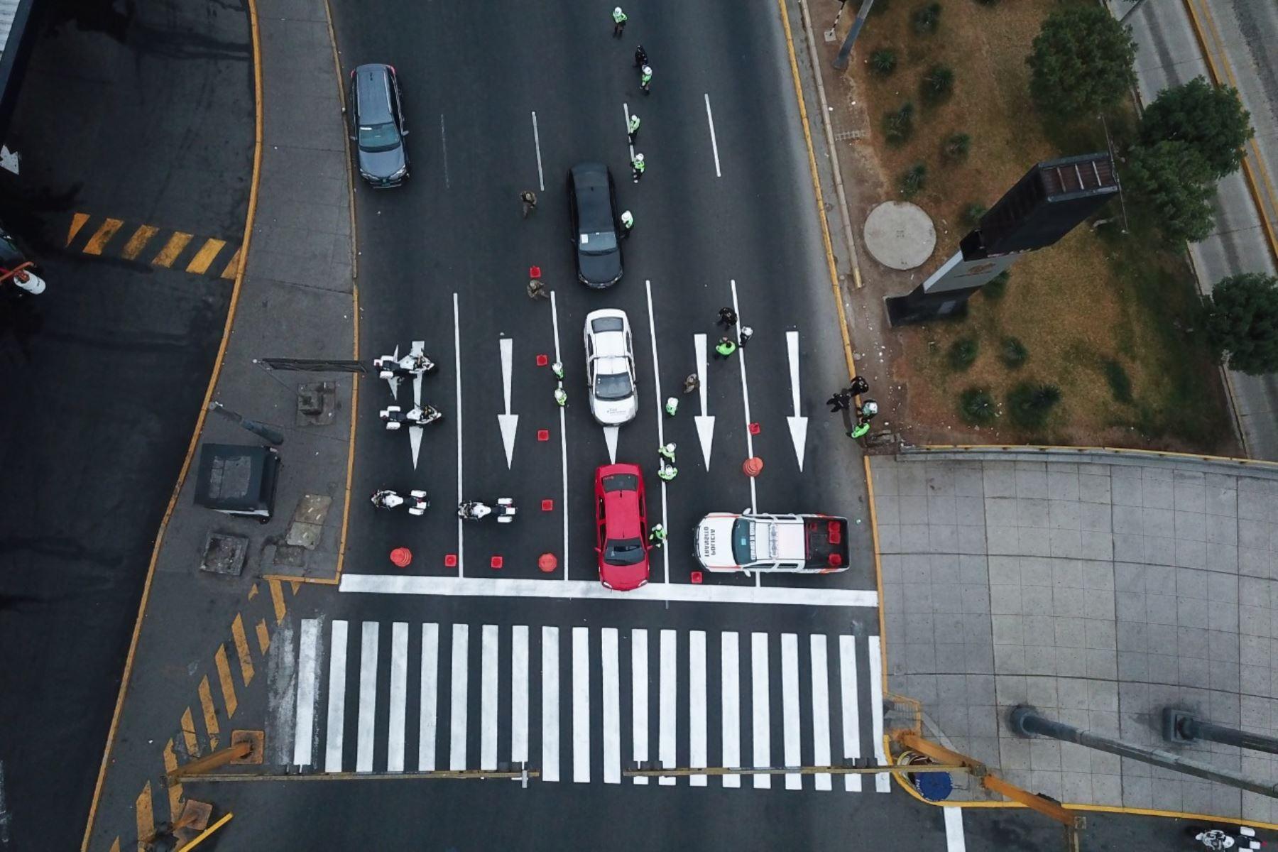 Así luce Lima, a la altura de la Vía Expresa y Plaza Grau tras retomar el domingo de inmovilización social obligatoria. Foto: ANDINA/Juan Carlos Guzmán