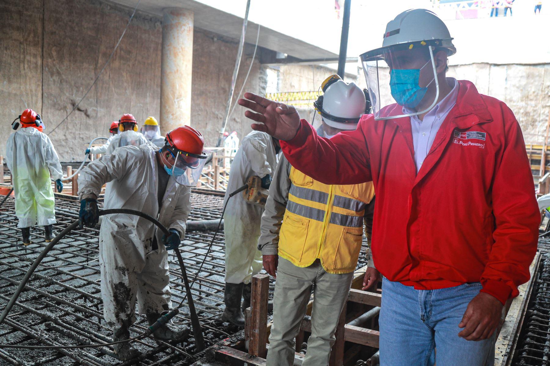 Ministro de Transportes y Comunicaciones, Carlos Estremadoyro inspecciona avance de obras en Línea 2 del Metro de Lima.ANDINA/Difusión