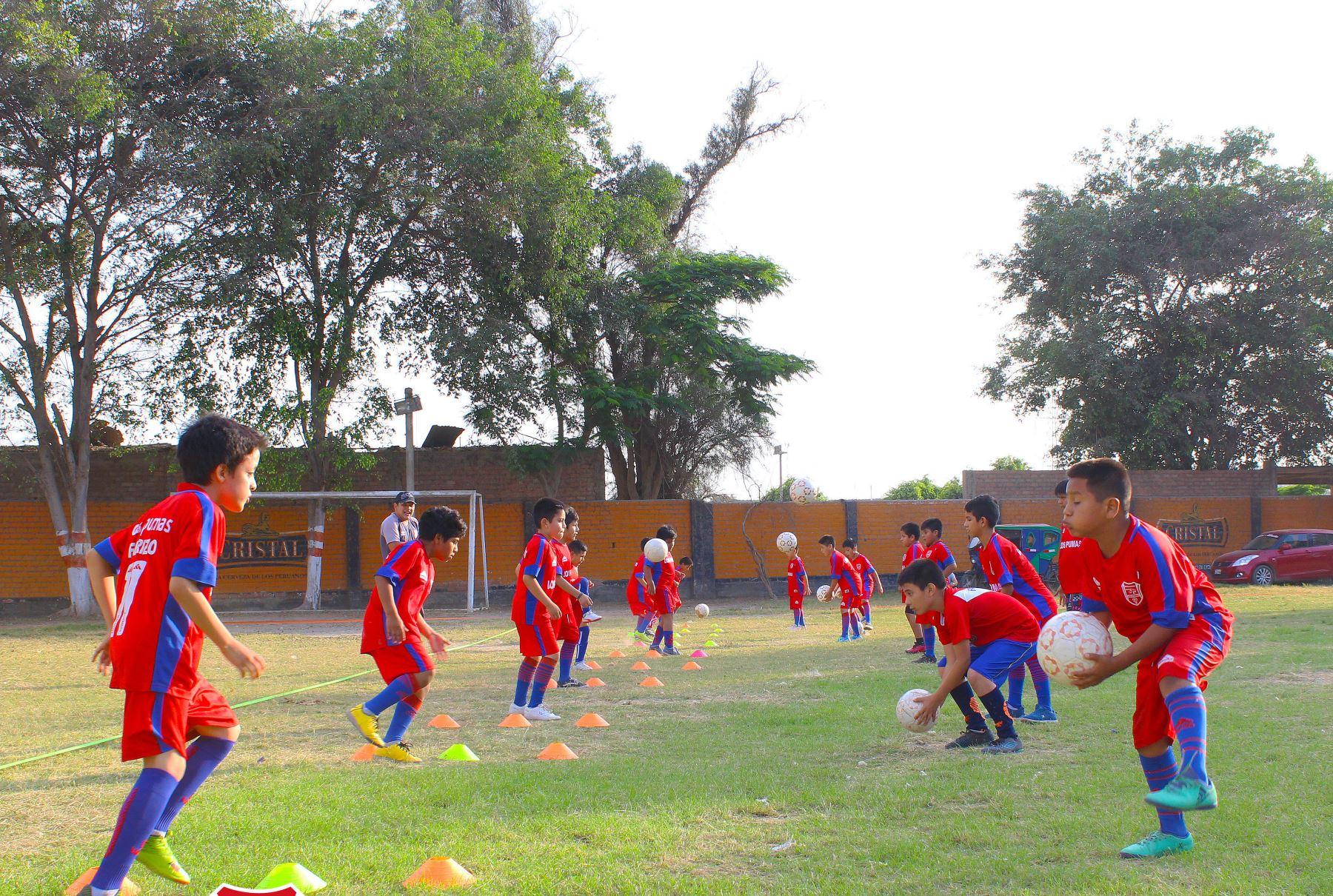 Eléctrico Bourgeon financiero  Academia de fútbol lanza sus clases virtuales para niños y adolescentes |  Noticias | Agencia Peruana de Noticias Andina