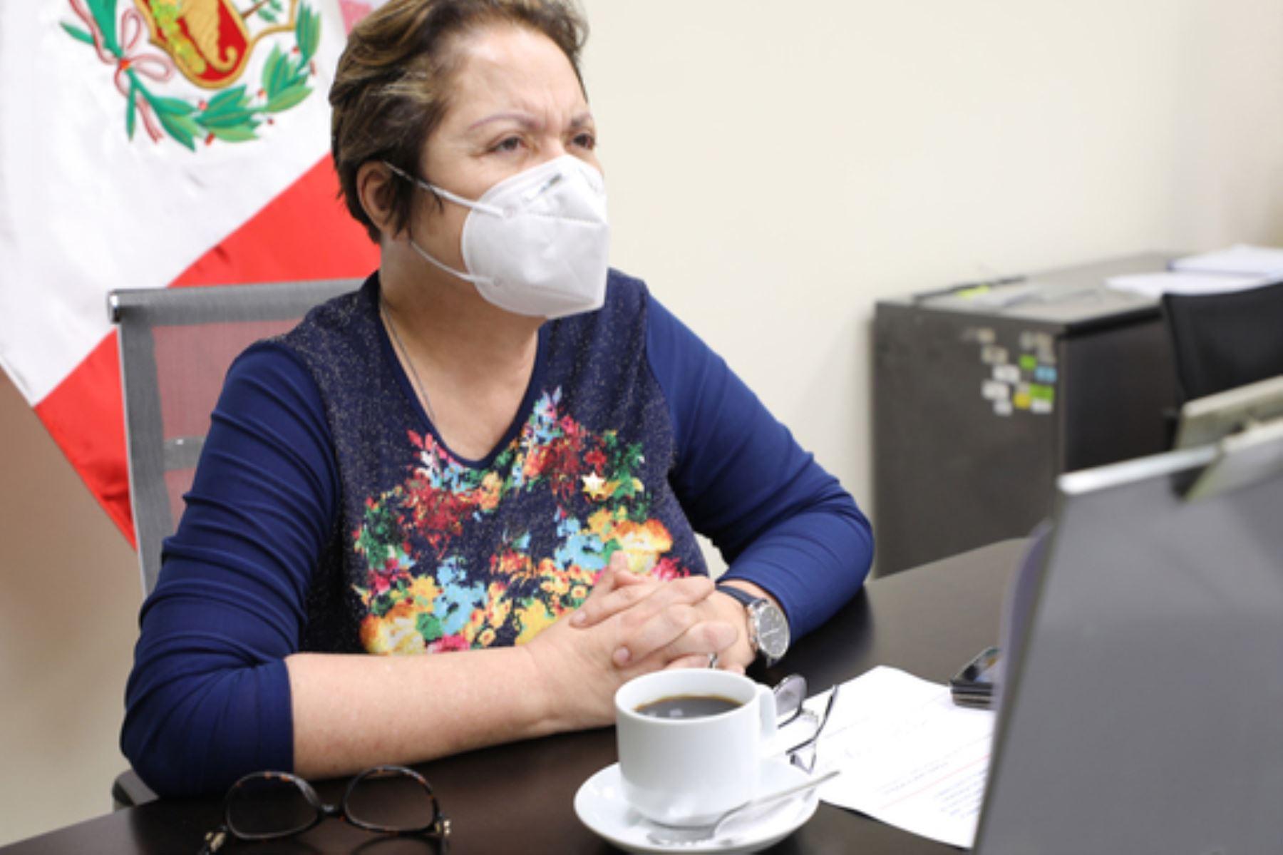 """La ministra de la Mujer. Rosario Sasieta, participó en el diálogo virtual """"Los efectos del covid-19, una oportunidad para reafirmar la centralidad de los derechos humanos de las personas migrantes en el desarrollo sostenible"""". Foto: ANDINA/Mimp"""