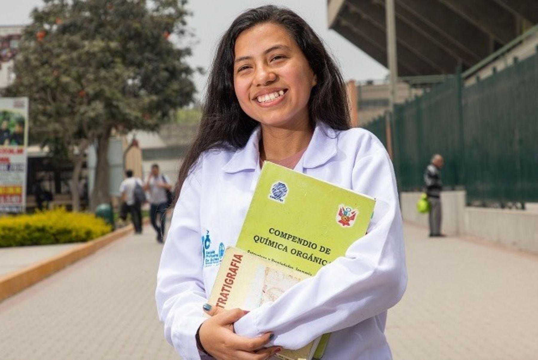 Aplazan hasta octubre inscripción al concurso Beca Mujeres en Ciencia. Foto: ANDINA/Difusión.