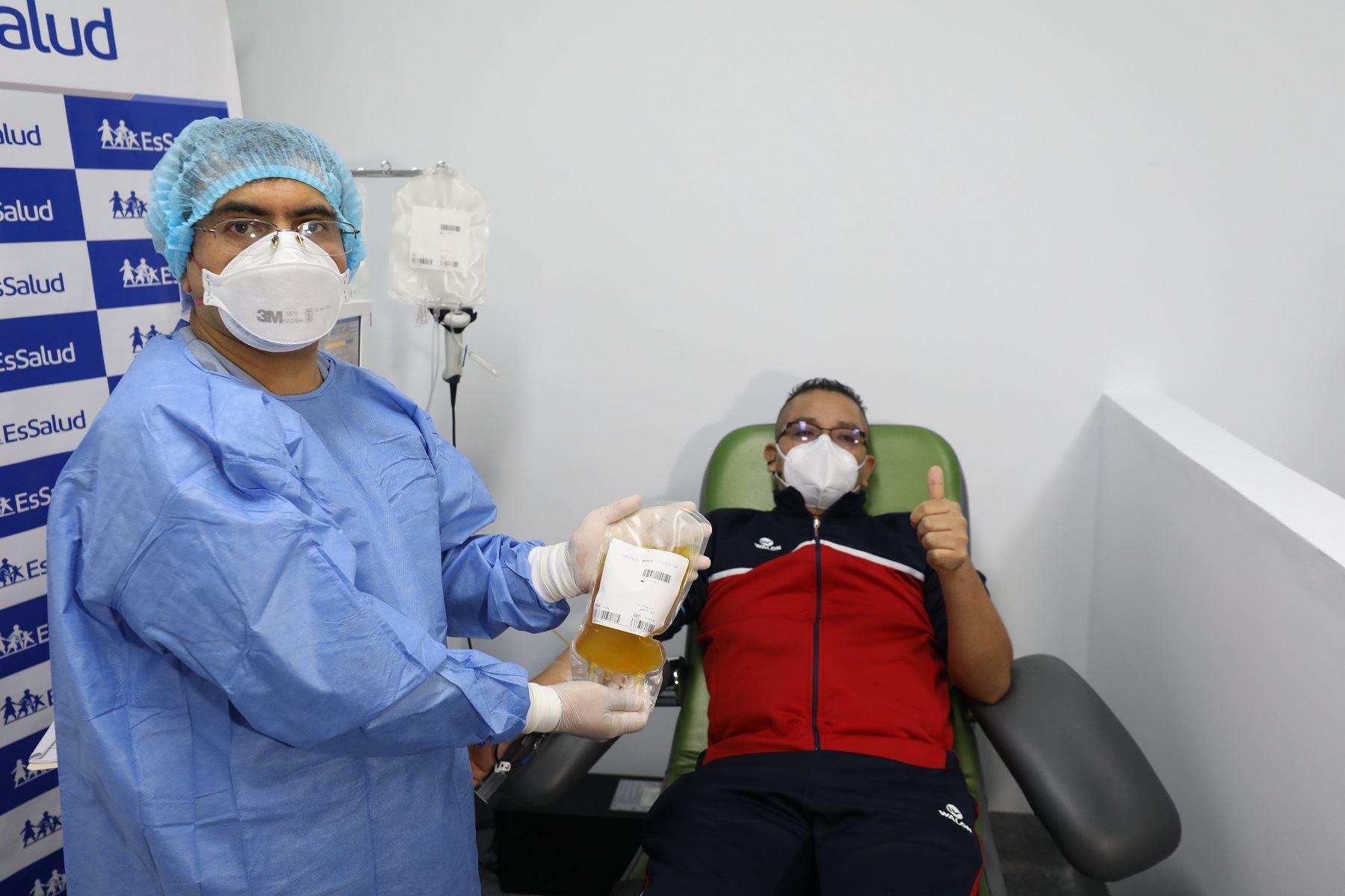 EsSalud recibe a su primer donante de plasma convaleciente para ensayo clínico de coronavirus