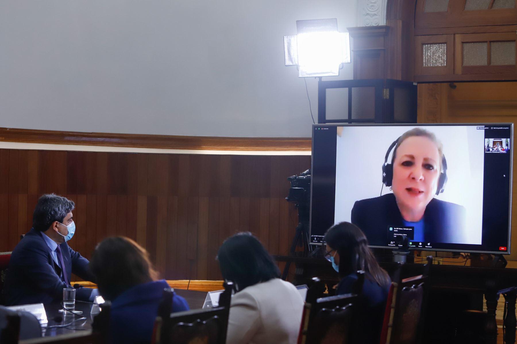 María Isabel León, presidenta de la Confie participa en reunión donde se exponen las propuestas del Pacto Perú. Foto: ANDINA/Prensa Presidencia