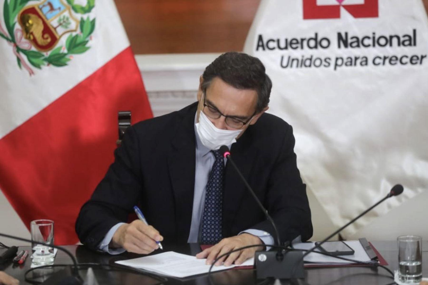 Presidente Vizcarra suscribe Compromiso de diálogo para el Pacto Perú