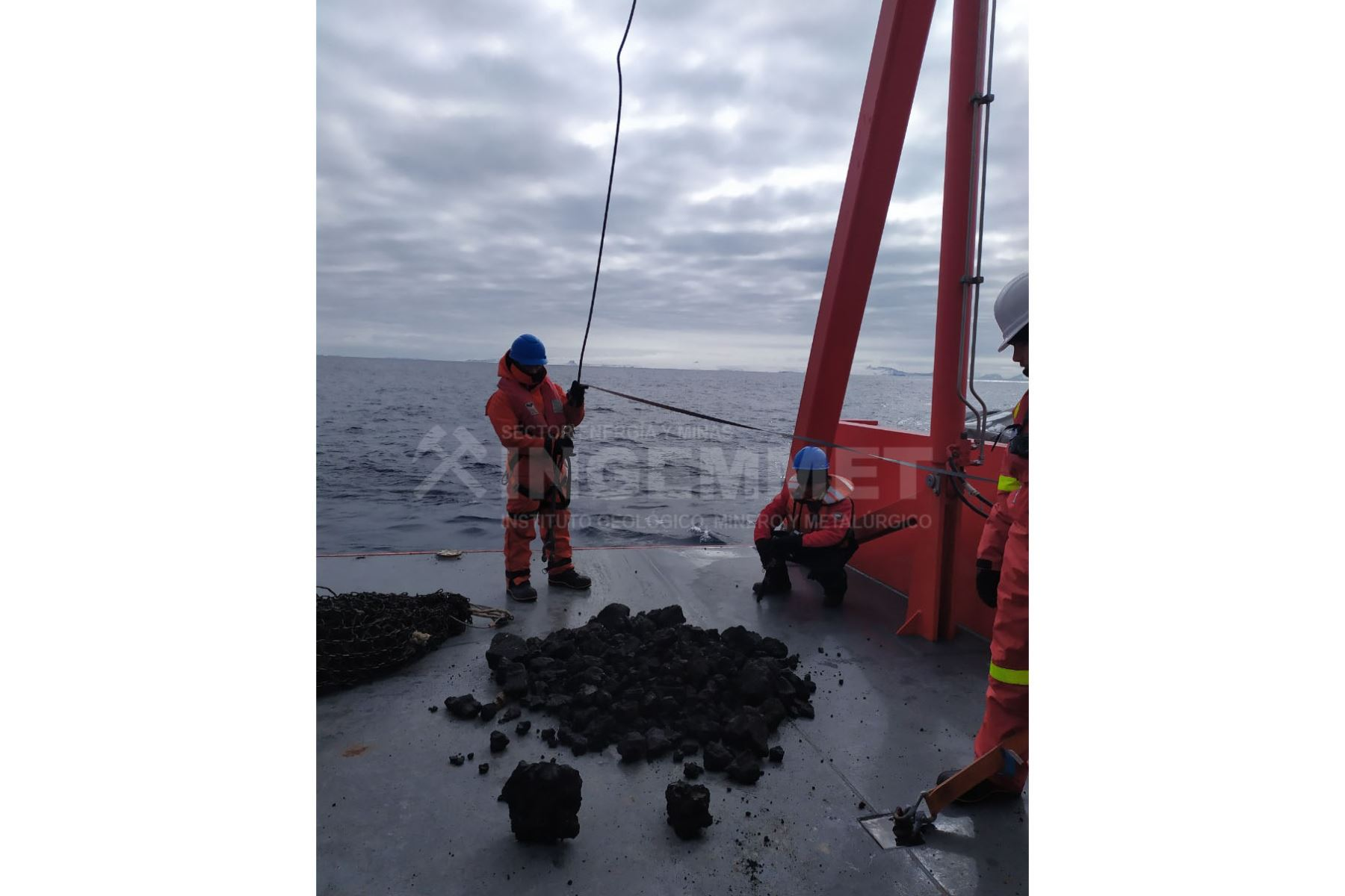 Investigadores peruanos estudian muestras de volcán submarino de la Antártida | Noticias