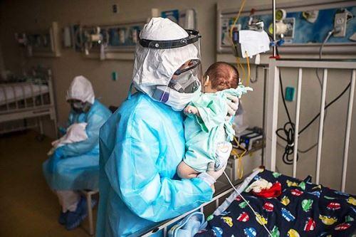 Las enfermeras del INSN-SB realizan una importante labor para recuperar la salud de los niños con covid-19.