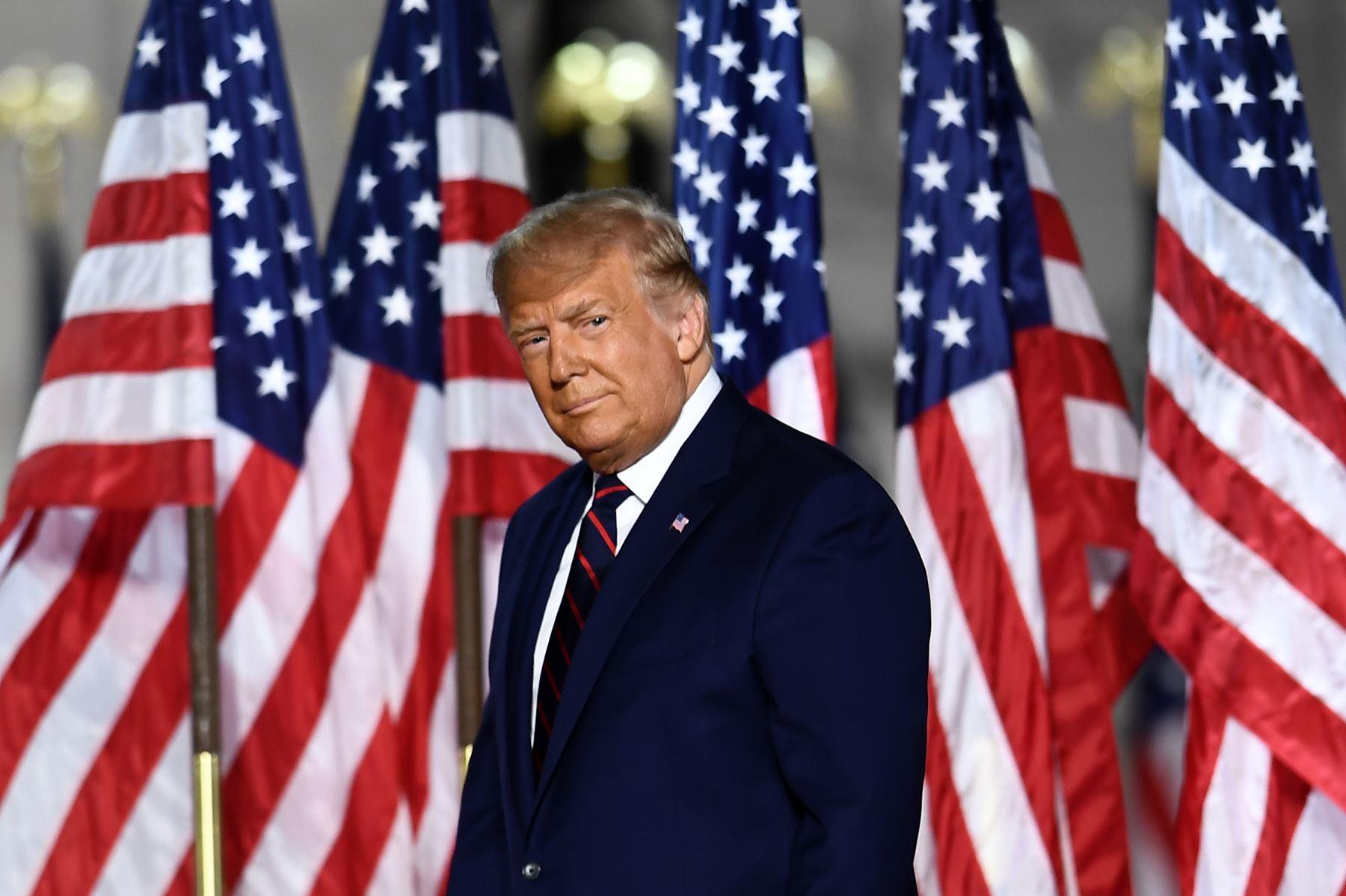 El presidente de los Estados Unidos, Donald Trump, llega para pronunciar su discurso de aceptación a la nominación del Partido Republicano para la reelección durante el último día de la Convención Nacional Republicana en el Jardín Sur de la Casa Blanca en Washington, DC. Foto: AFP