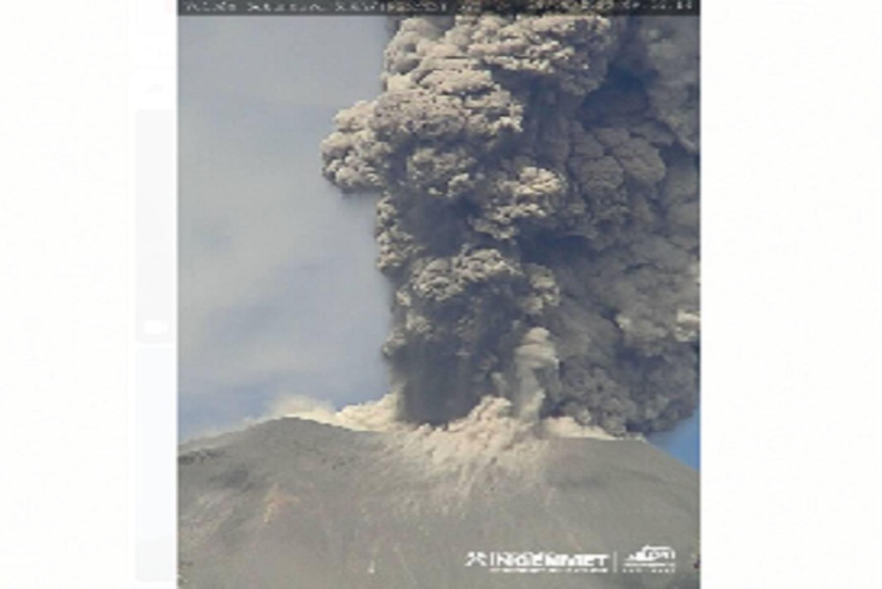 Columnas eruptivas del volcán Sabancaya alcanzaron 2,200 metros de altura