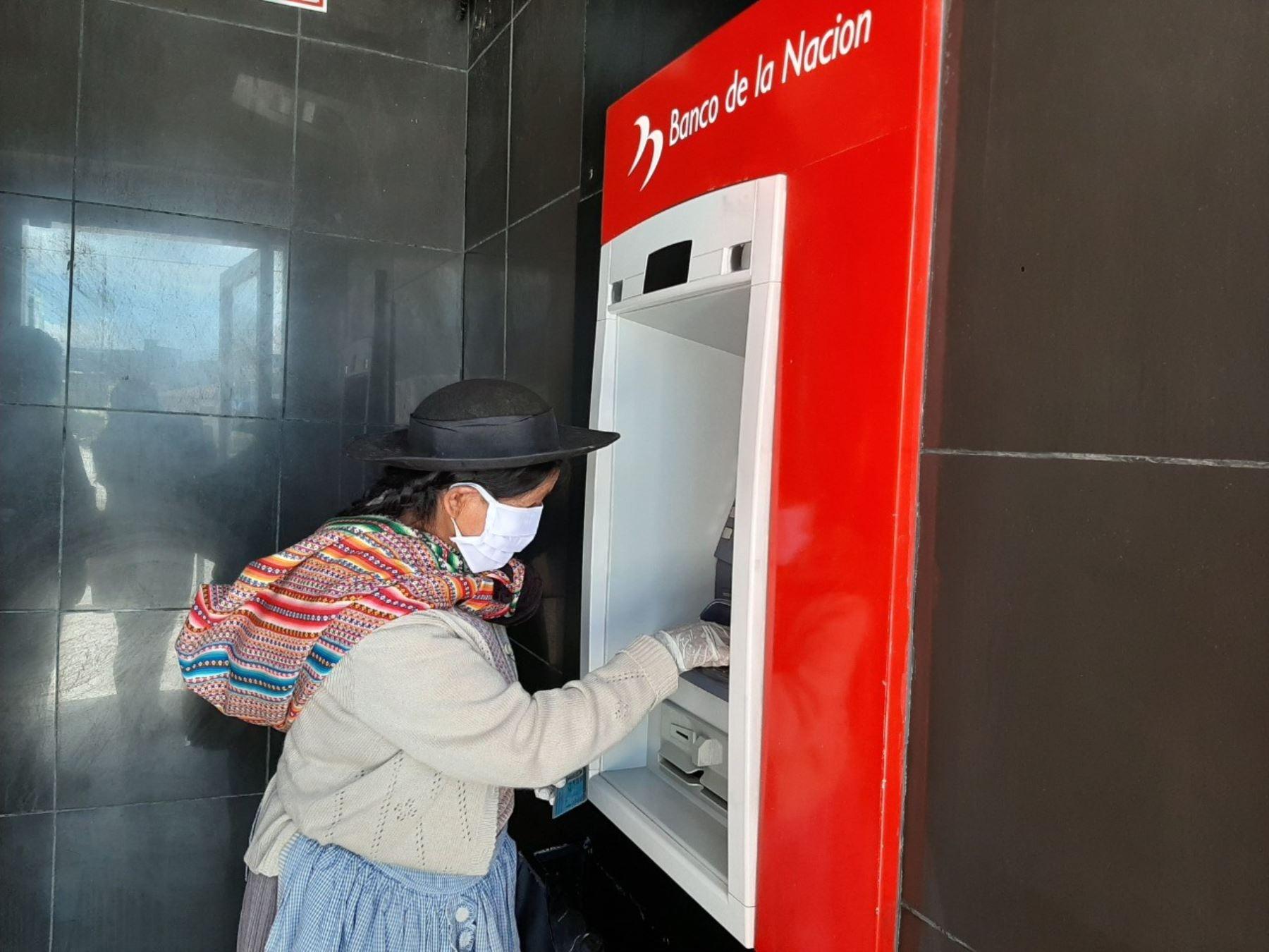 Beneficiarios de Juntos reciben subsidio en las agencias del Banco de la Nación. ANDINA/Difusión
