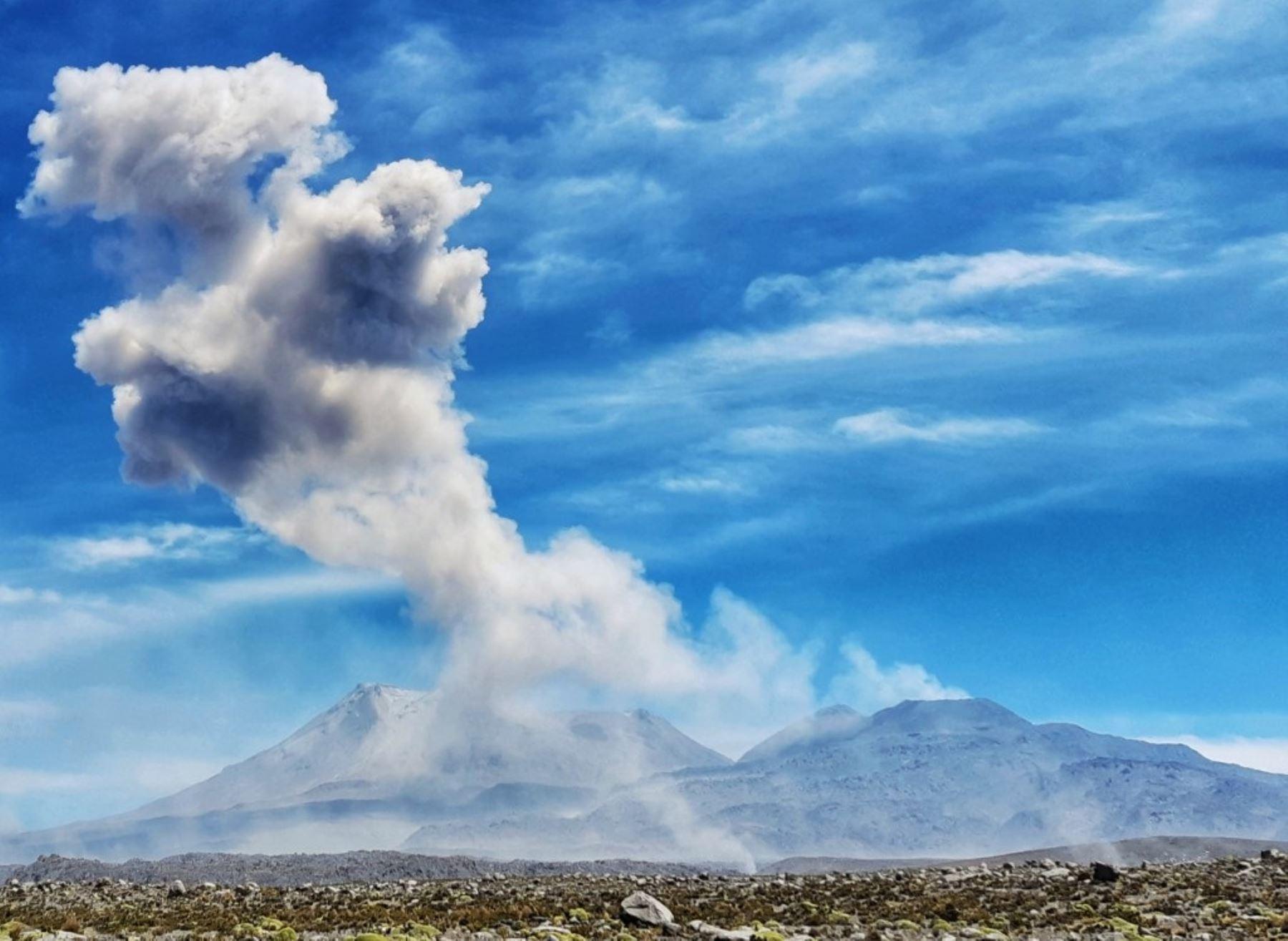 El volcán Sabancaya es uno de los más activos del Perú y en los últimos cuatro años ha registrado más de 37,000 explosiones, revela el IGP. ANDINA/Difusión