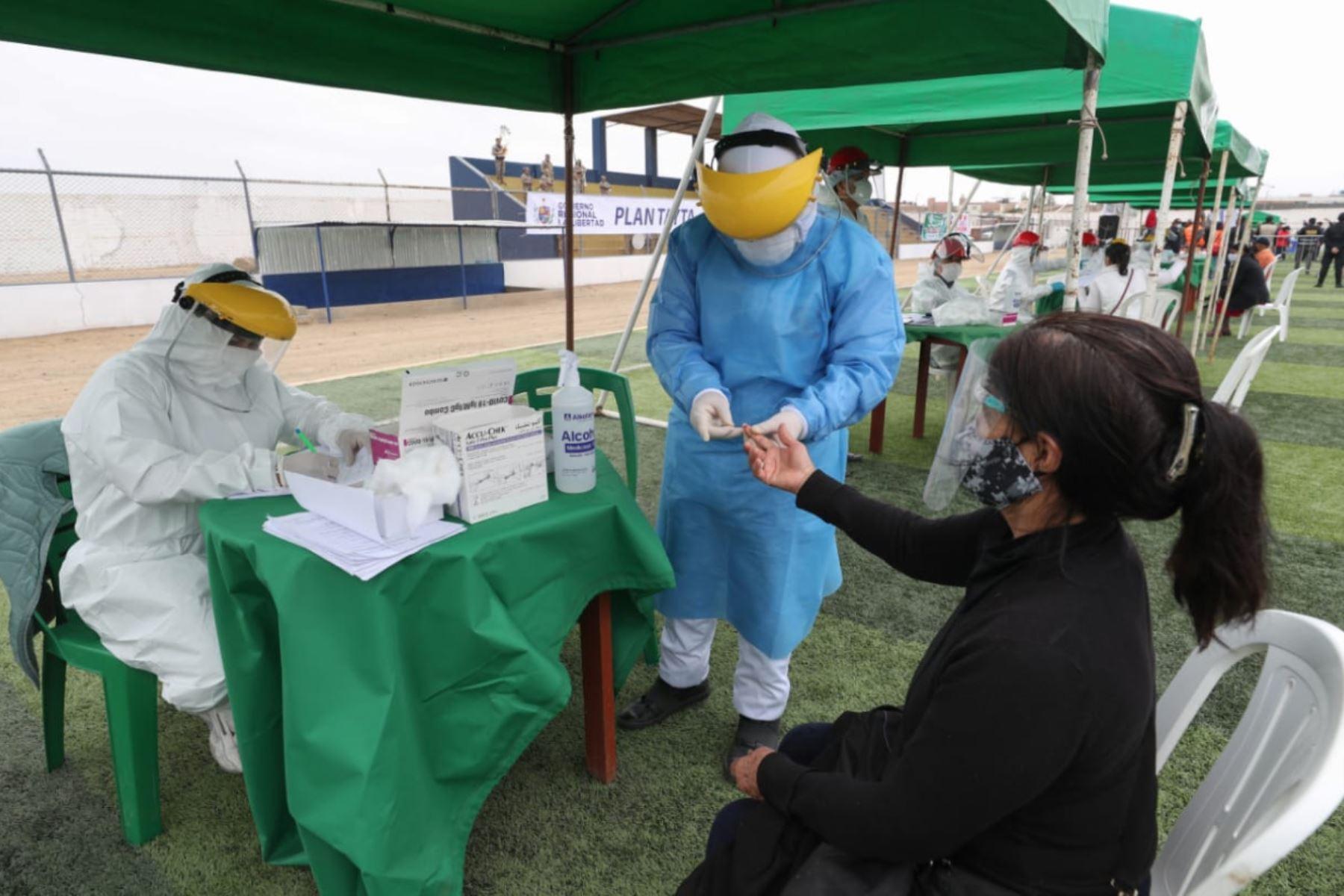 Megaoperación TAYTA, para identificar oportunamente casos de covid-19.En el estadio del distrito de La Esperanza en Trujillo.Foto:ANDINA/PCM