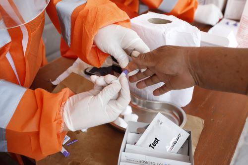 Durante el 24 de setiembre se registraron los resultados de 25,692 personas muestreadas, de los cuales 848 fueron casos sintomáticos confirmados de ese día. Foto: ANDINA/Difusión