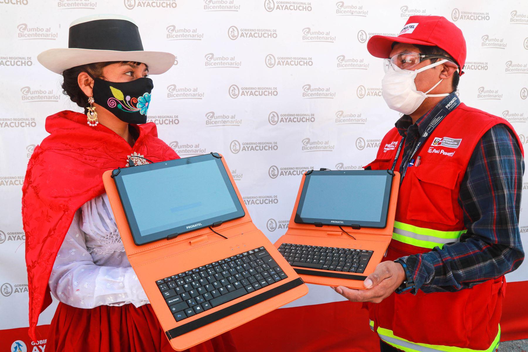 Ayacucho: MTC entrega más de 28,000 tabletas para fortalecer acceso a la educación   Noticias