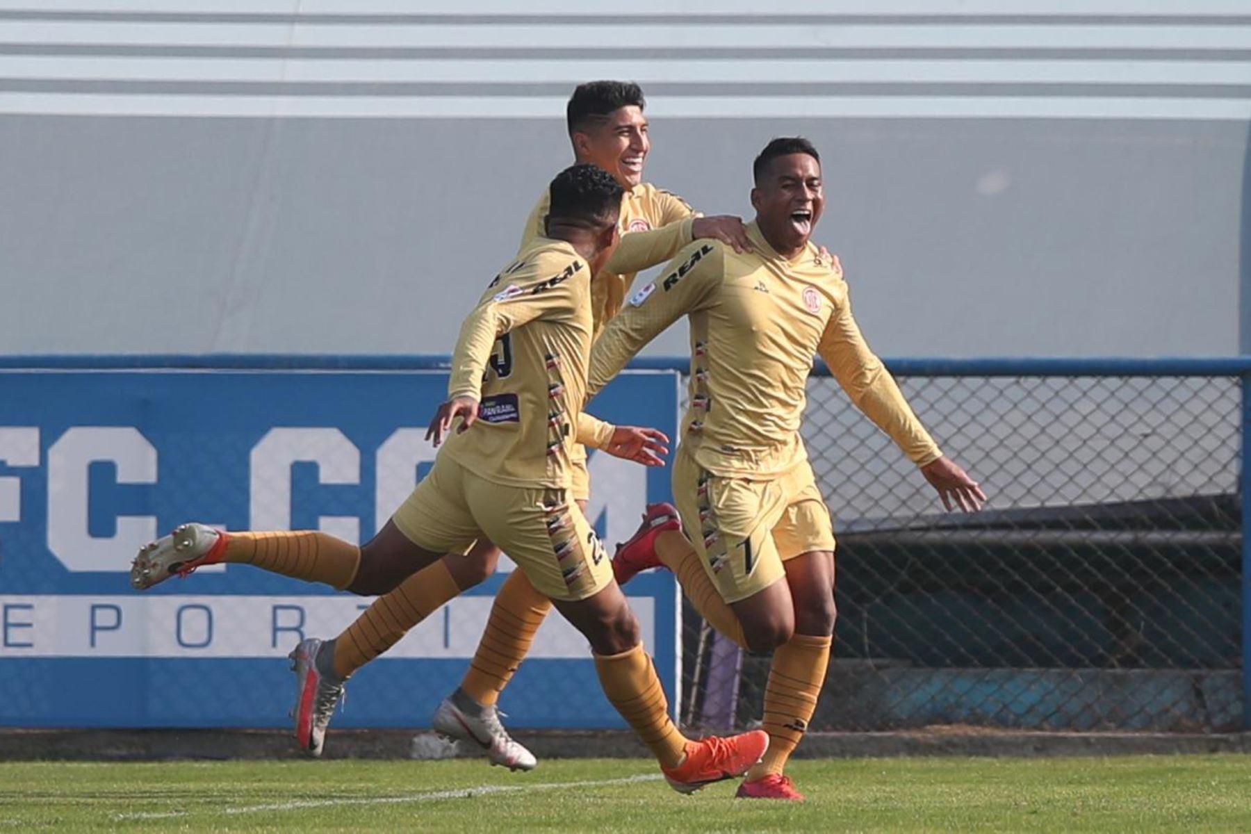 El futbolista J. Estrada del  Club UTC  celebra su gol anotado ante su rival Sport Boys, por la jornada 10 de la Liga 1, en el estadio Alberto Gallardo. Foto: LigaFutProf