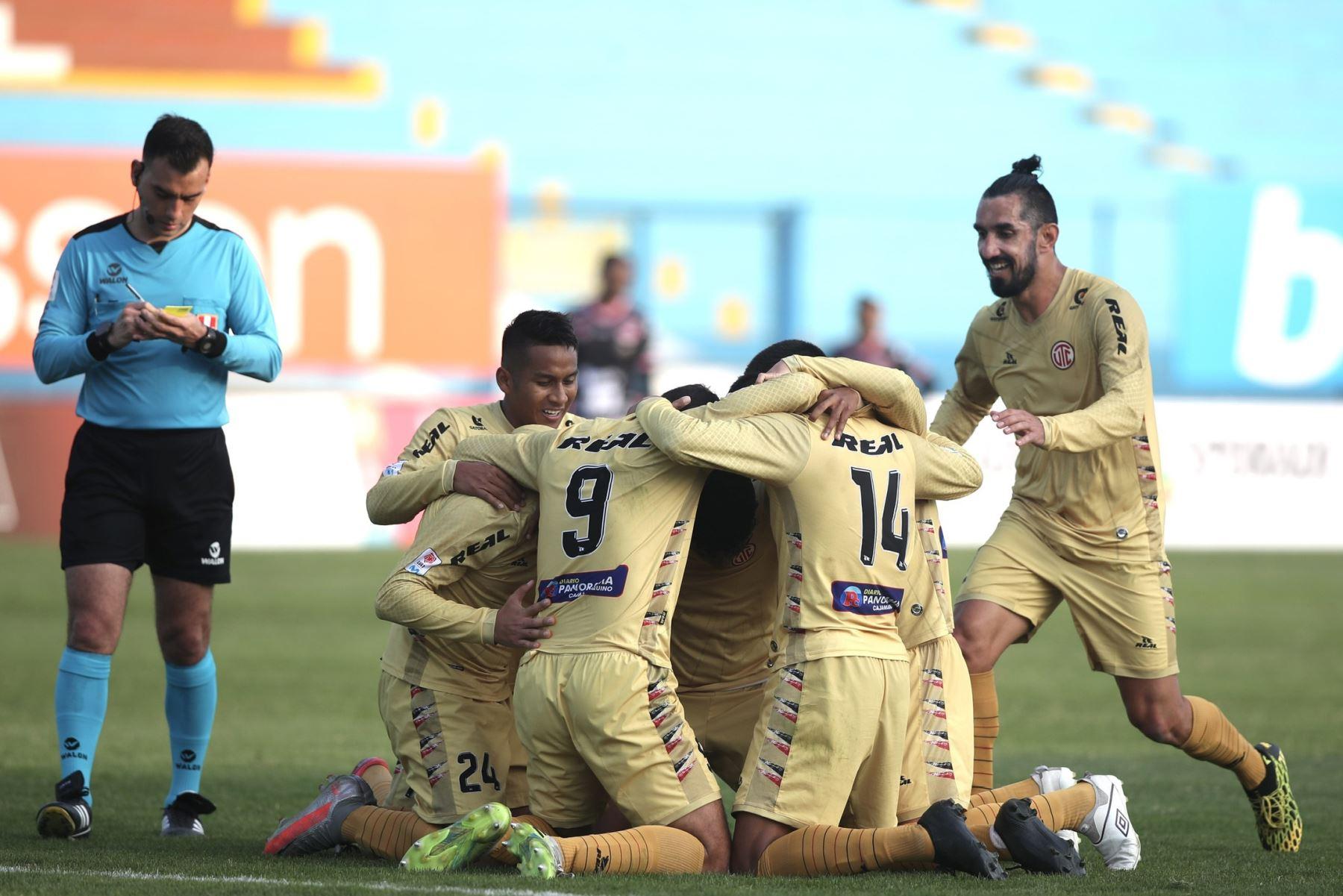 Futbolistas del  club UTC celebran el triunfo  ante su rival Sport Boys, por la jornada 10 de la Liga 1, en el estadio Alberto Gallardo.  Foto: LigaFutProf