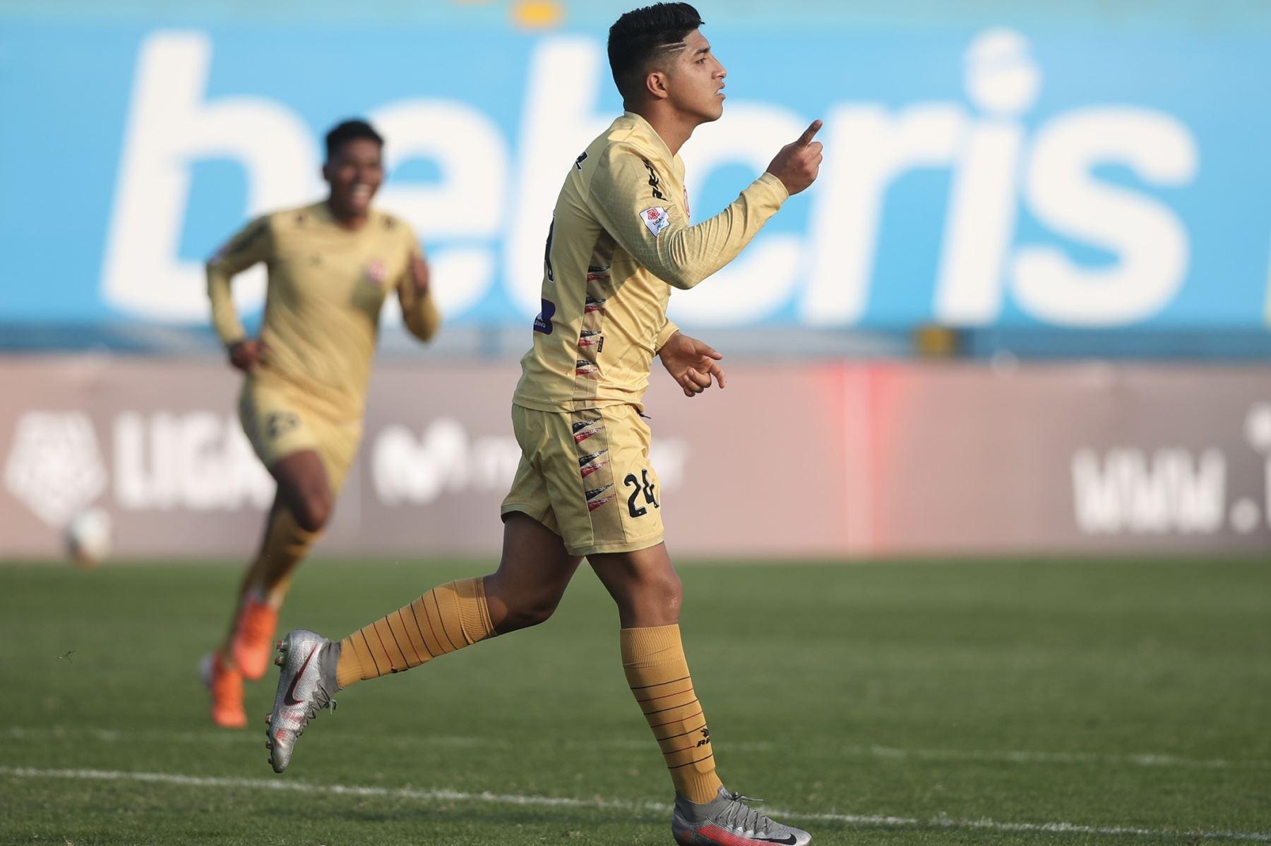 El futbolista L. Iberico del  Club UTC celebra su gol ante Sport Boys, por la jornada 10 de la Liga 1, en el estadio Alberto Gallardo.  Foto: LigaFutProf