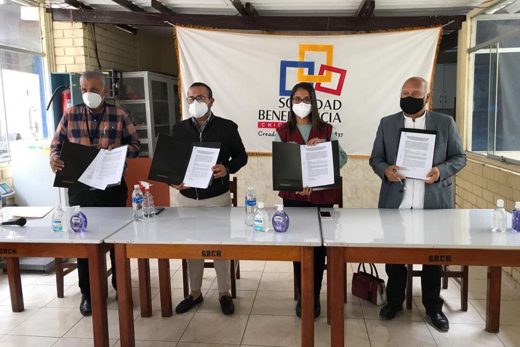 Autoridades de la región Lambayeque firman convenio para proteger a personas con problemas de salud mental.