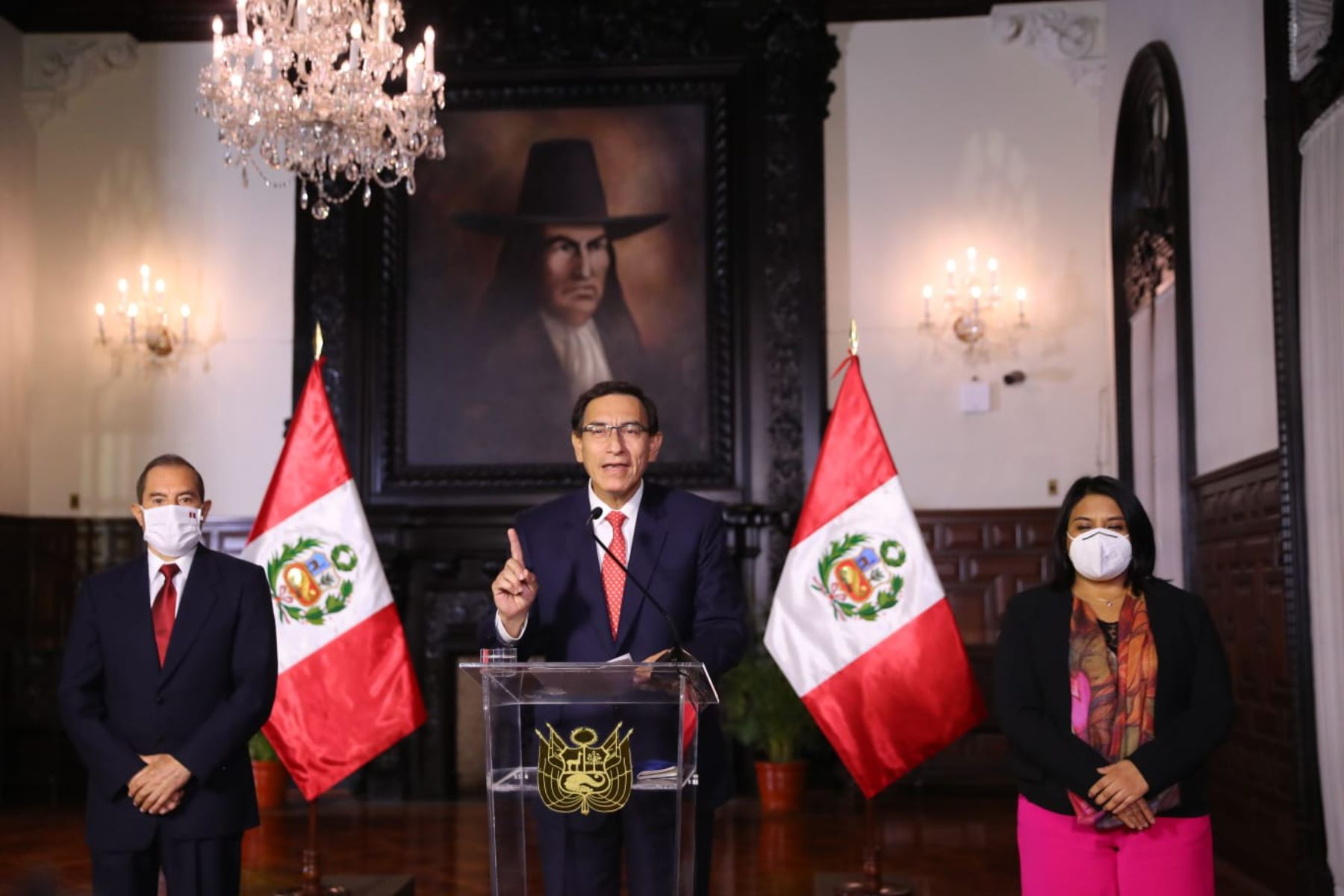 Peruvian President Martin Vizcarra delivers an Address to the Nation. He is joined by Prime Minister Walter Martos and Justice Minister Ana Neyra at the Government Palace in Lima. Photo: ANDINA/Presidency of the Republic