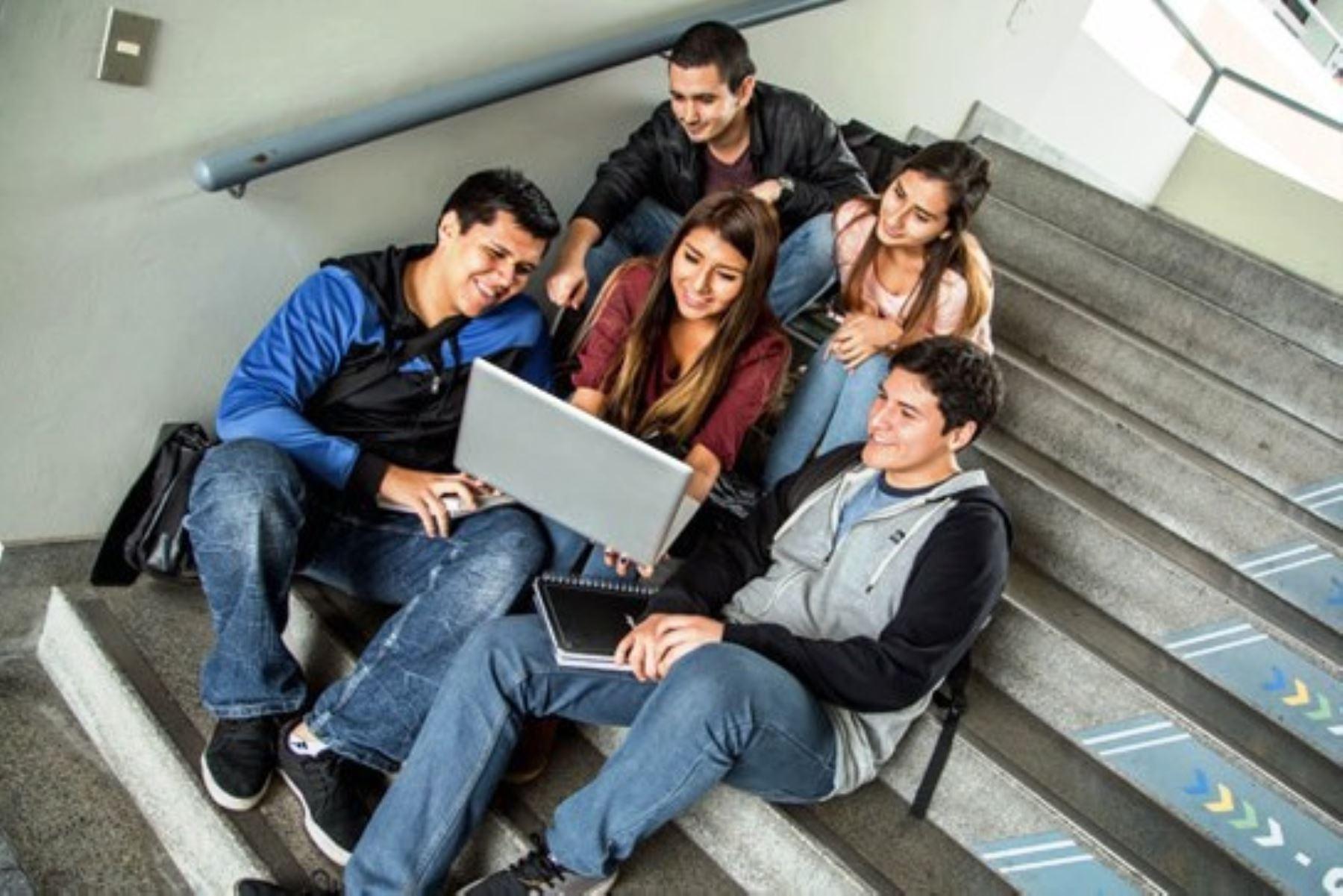 Universidades públicas: 147,000 estudiantes y 22,000 docentes recibirán internet   Noticias