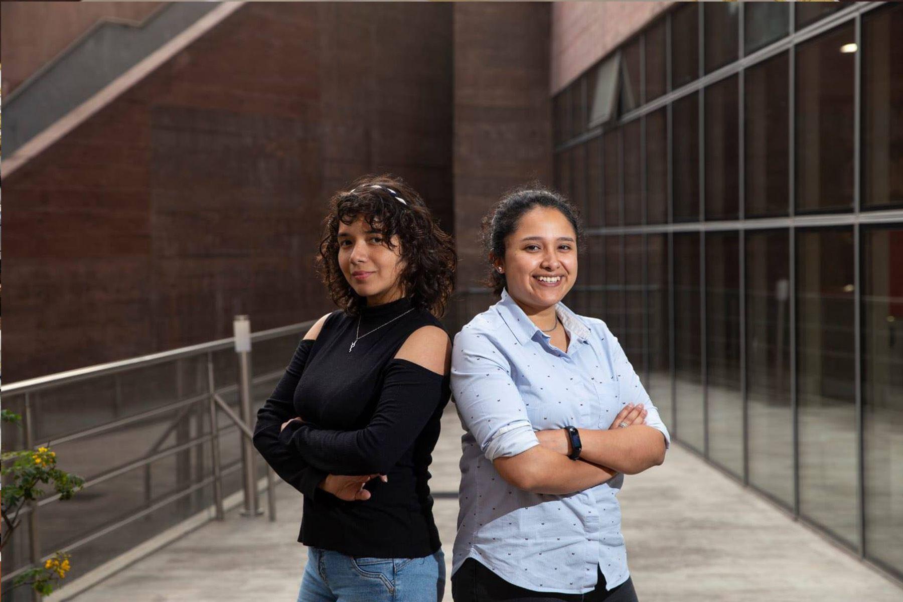 La ingeniera mecatrónica Midori Sánchez y Marcela Gonzáles, egresada PUCP de la Especialidad de Diseño Industrial son las creadoras de los robots.