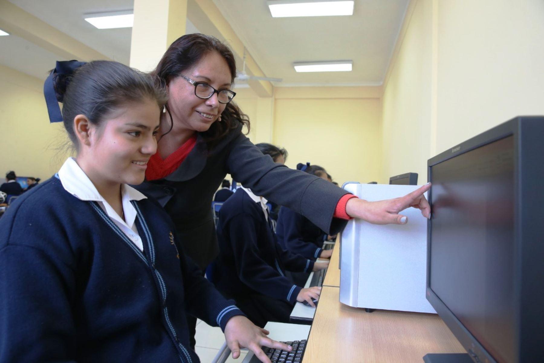 Minedu ofrece 100 mil becas para estudiantes que culminan la educación | Noticias
