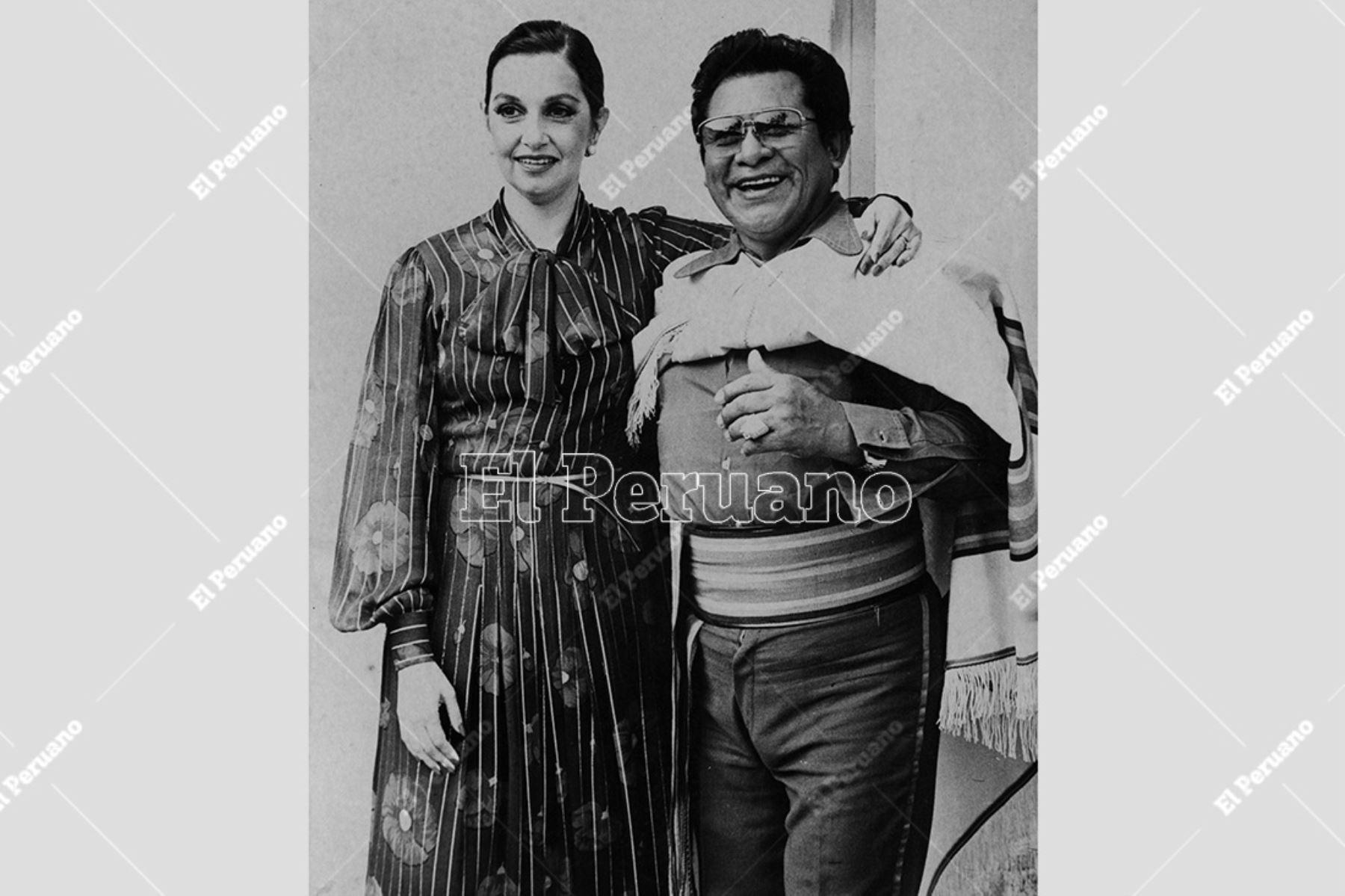 Lima - 10 junio 1986. Alicia Maguiña y Luis Abanto Morales juntos en una jornada de folclor en el Campo de Marte. Foto: Archivo Histórico de El Peruano / Pedro Arroyo