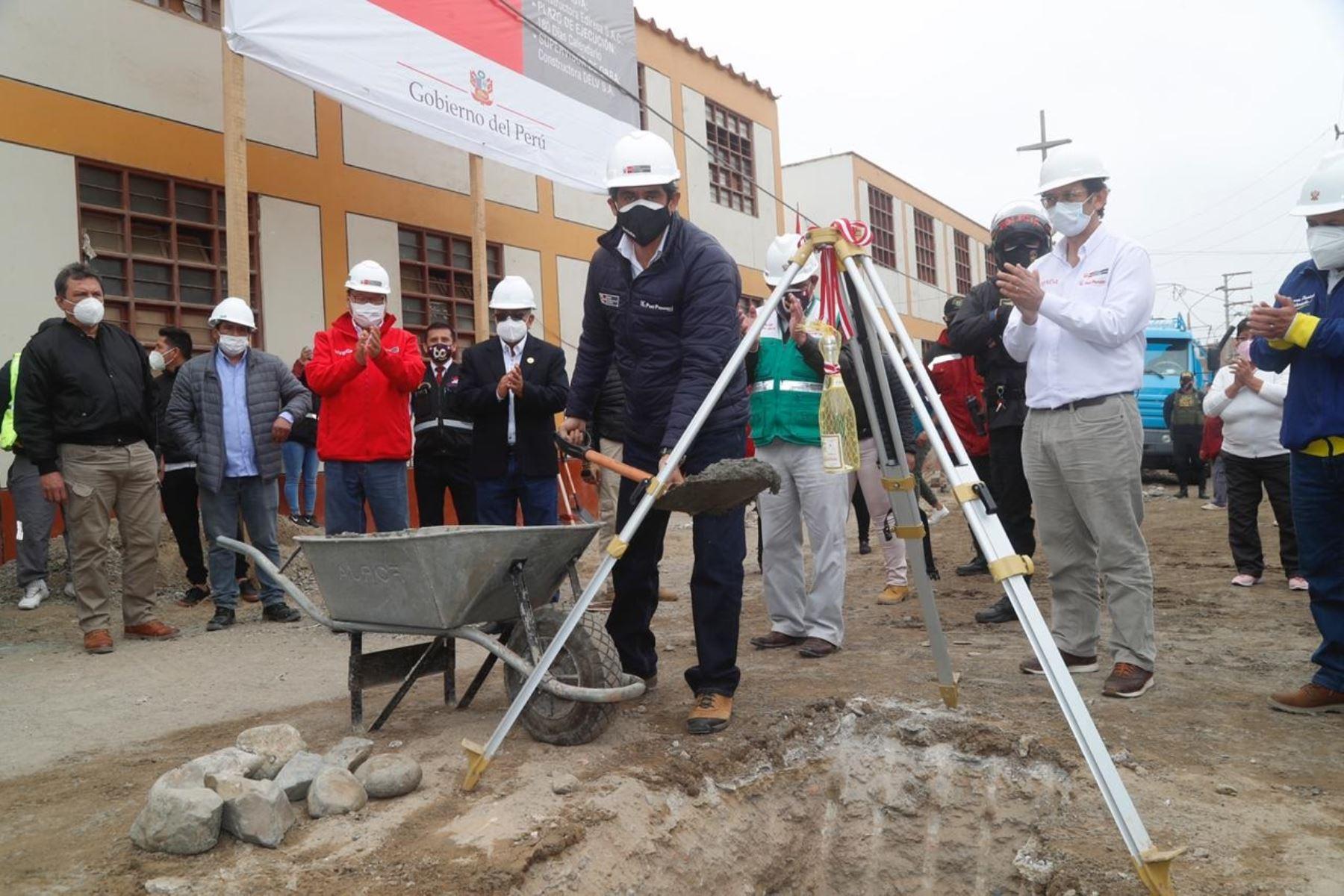 Ministro de Vivienda, Construcción y Saneamiento, Carlos Lozada, inaugura obras de Arranca Perú en Huaura. Foto: Cortesía.
