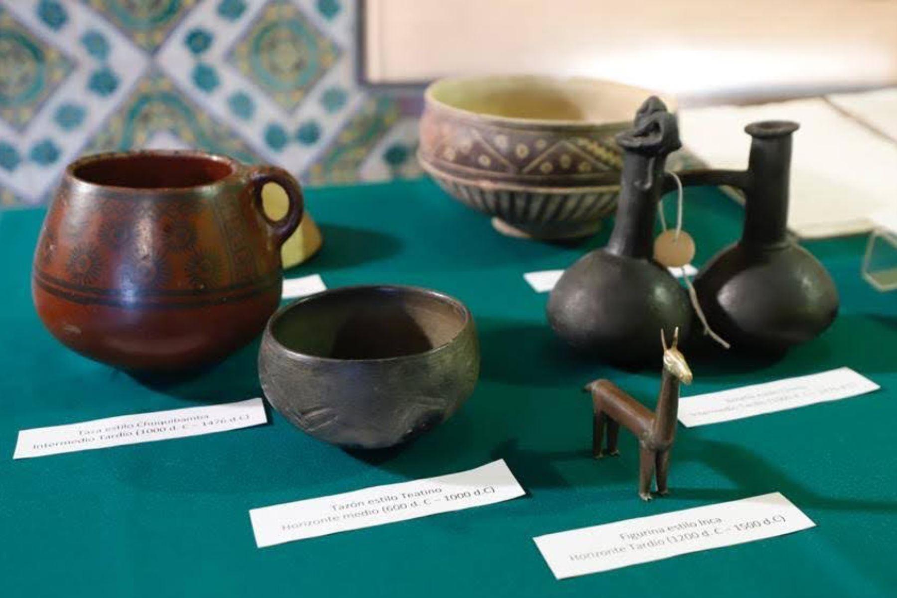 El Ministerio de Relaciones Exteriores entregó valiosos ceramios, textiles y piezas de orfebrería prehispánicos; así como bienes documentales coloniales. Foto: Ministerio de Cultura