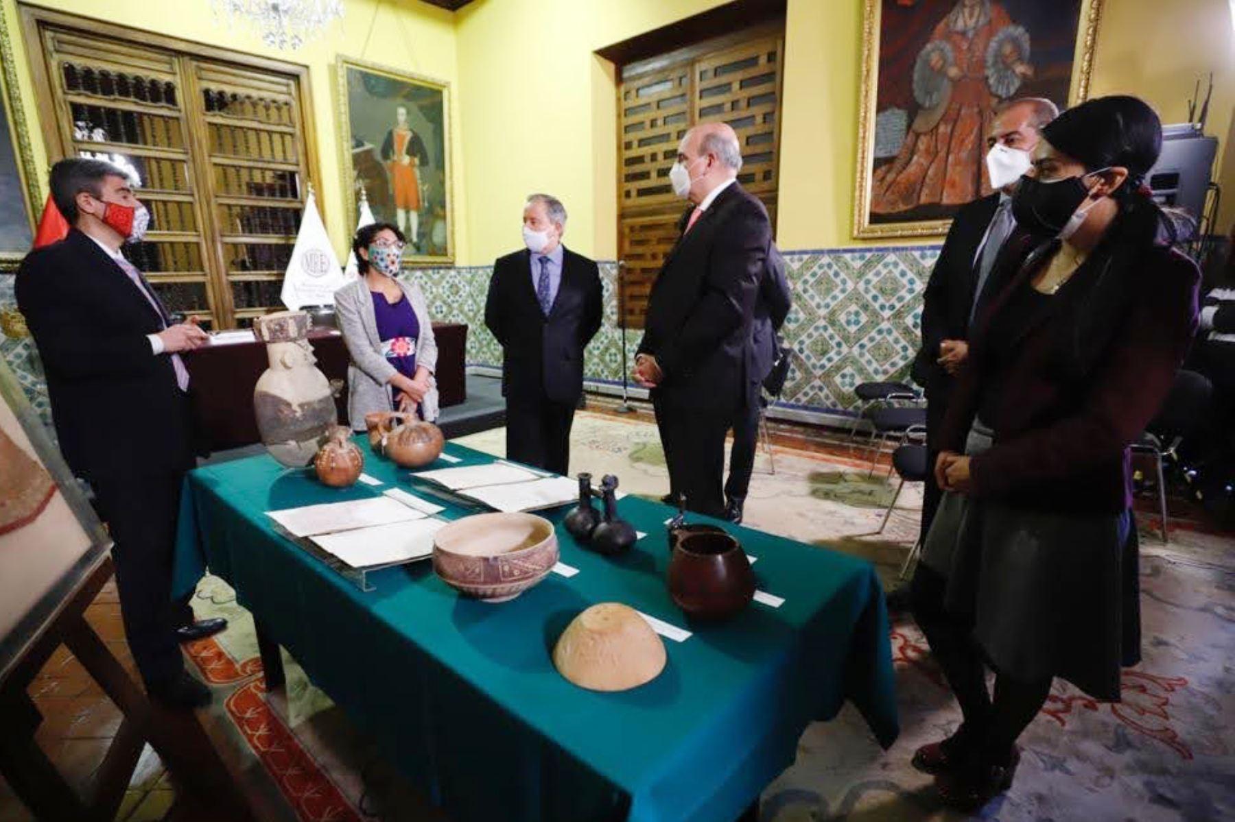 En la sede de la Cancilleria del Perú,  el canciller Mario López y el ministro de  Cultura, Alejandro Neyra, presiden la ceremonia de repatriación de 65 Bienes Culturales de Australia, España, Estados Unidos y Reino Unido. Foto: Ministerio de Cultura