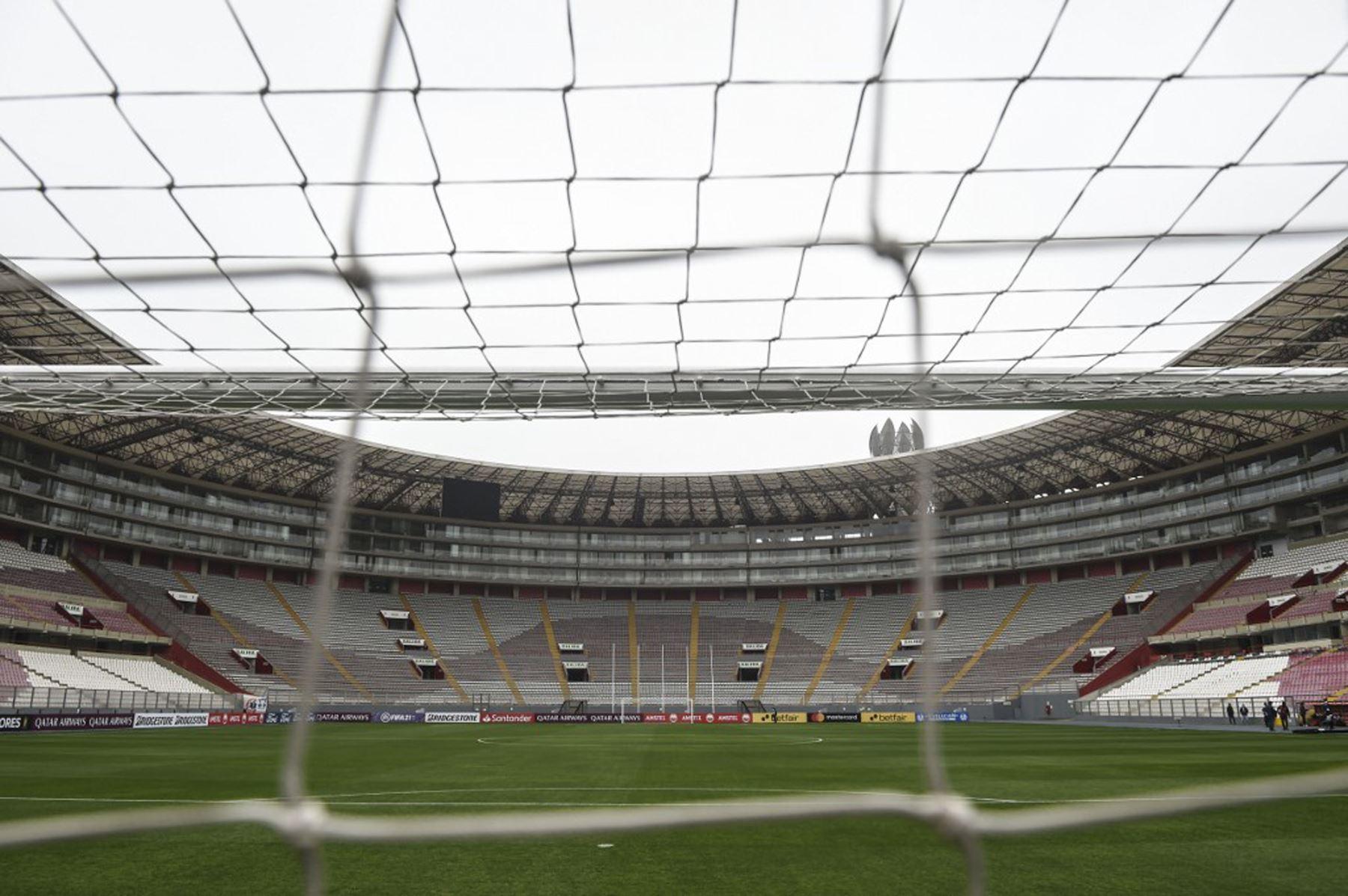 Vista general del Estadio Nacional de Lima antes del partido de fútbol a puertas cerradas entre la Binacional y la Liga Ecuatoriana. Foto: AFP
