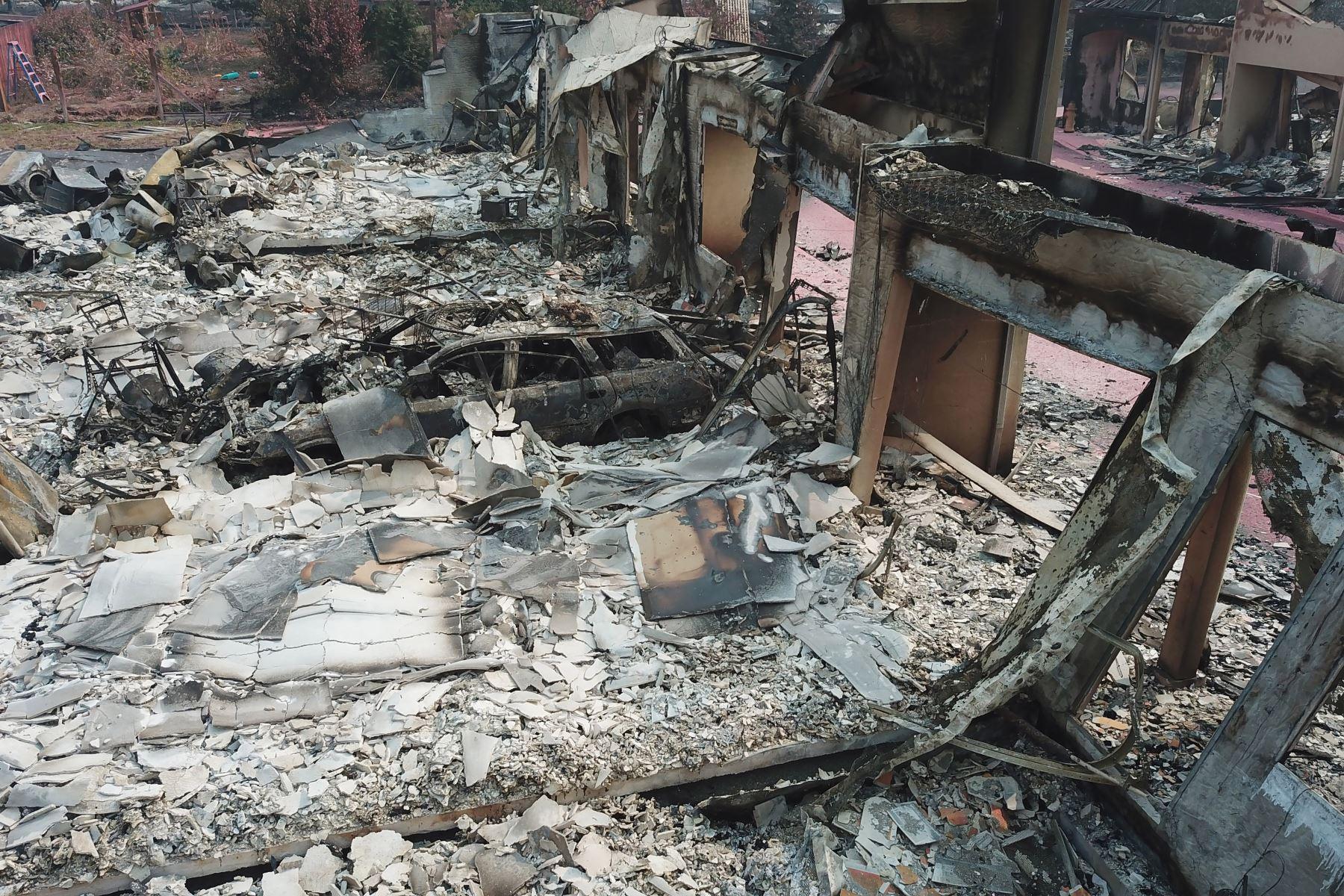 Un vehículo destruído tras el incendio de Almeda en Talent, Oregón. Foto: AFP