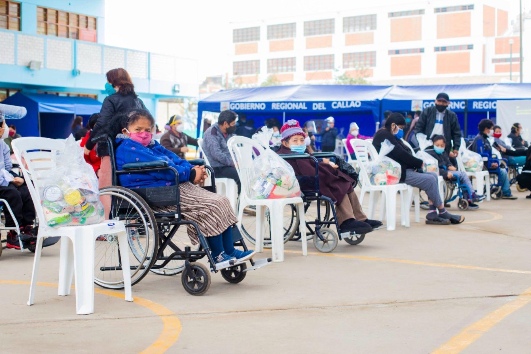 Callao: 20,000 personas con discapacidad reciben canastas de alimentos. Foto: ANDINA/Difusión.
