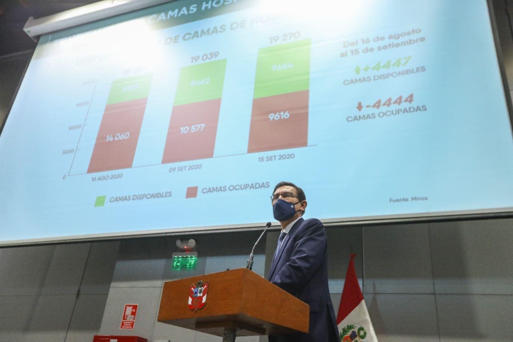 El presidente de la República, Martín Vizcarra, en el marco del Consejo de Ministros, sostiene una reunión con los representantes de la Asociación de Municipalidades del Perú(Ampe), de la Red de Municipalidades Urbanas y Rurales del Perú (Remurpe) y con gobernadores regionales de la Asamblea Nacional de Gobiernos Regionales (ANGR).Foto: ANDINA/Prensa Presidencia