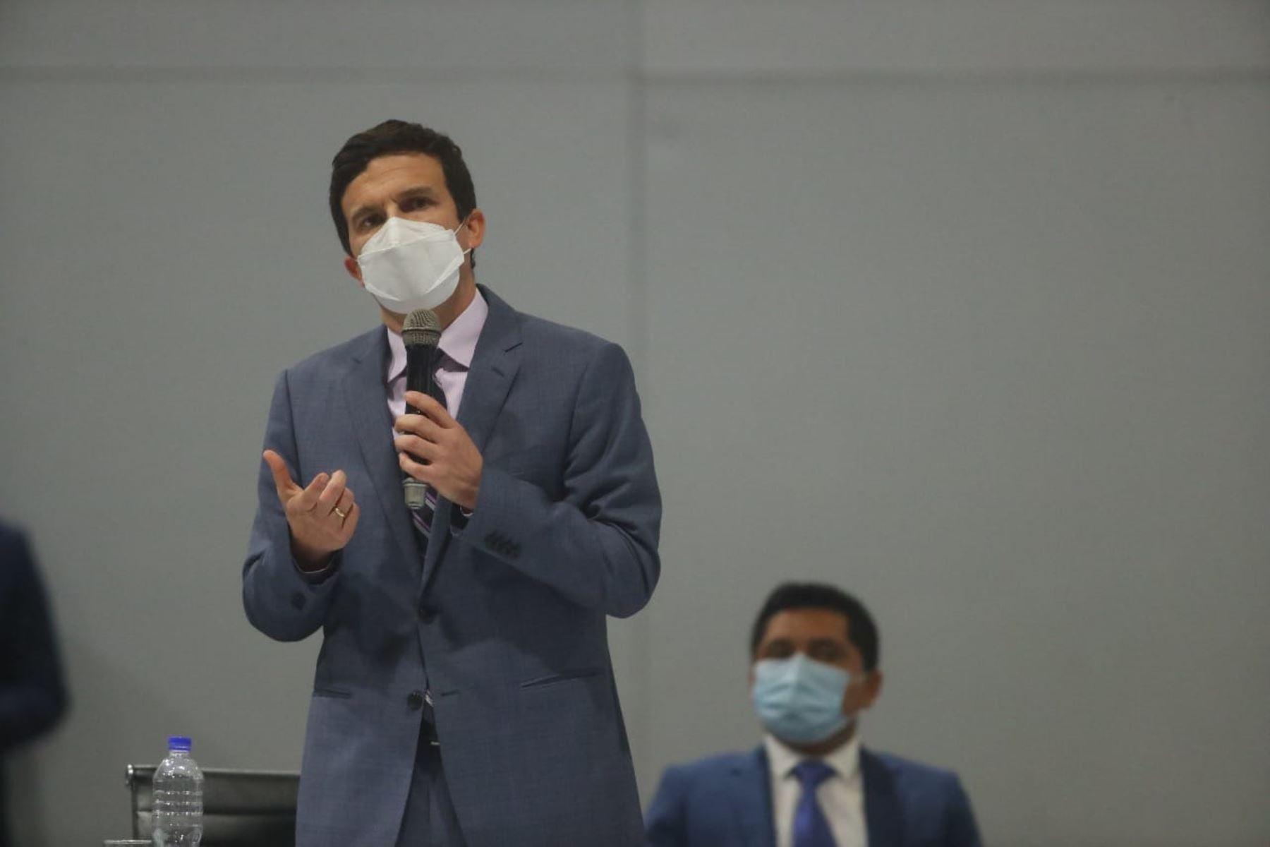 Ministro Miguel Incháustegui confirmó que recibió dos mensajes de personas allegadas al partido Acción Popular. Foto: Presidencia