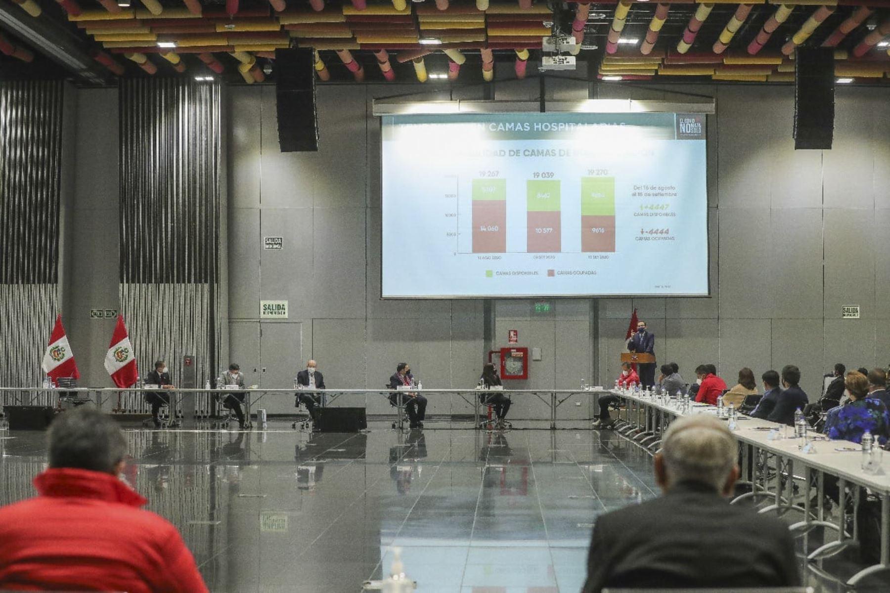 El presidente de la República Martín Vizcarra, en el marco del Consejo de Ministros, sostiene una reunión con los representantes de la Asociación de Municipalidades del Perú(Ampe), de la Red de Municipalidades Urbanas y Rurales del Perú (Remurpe) y con gobernadores regionales de la Asamblea Nacional de Gobiernos Regionales (ANGR).Foto: ANDINA/Prensa Presidencia