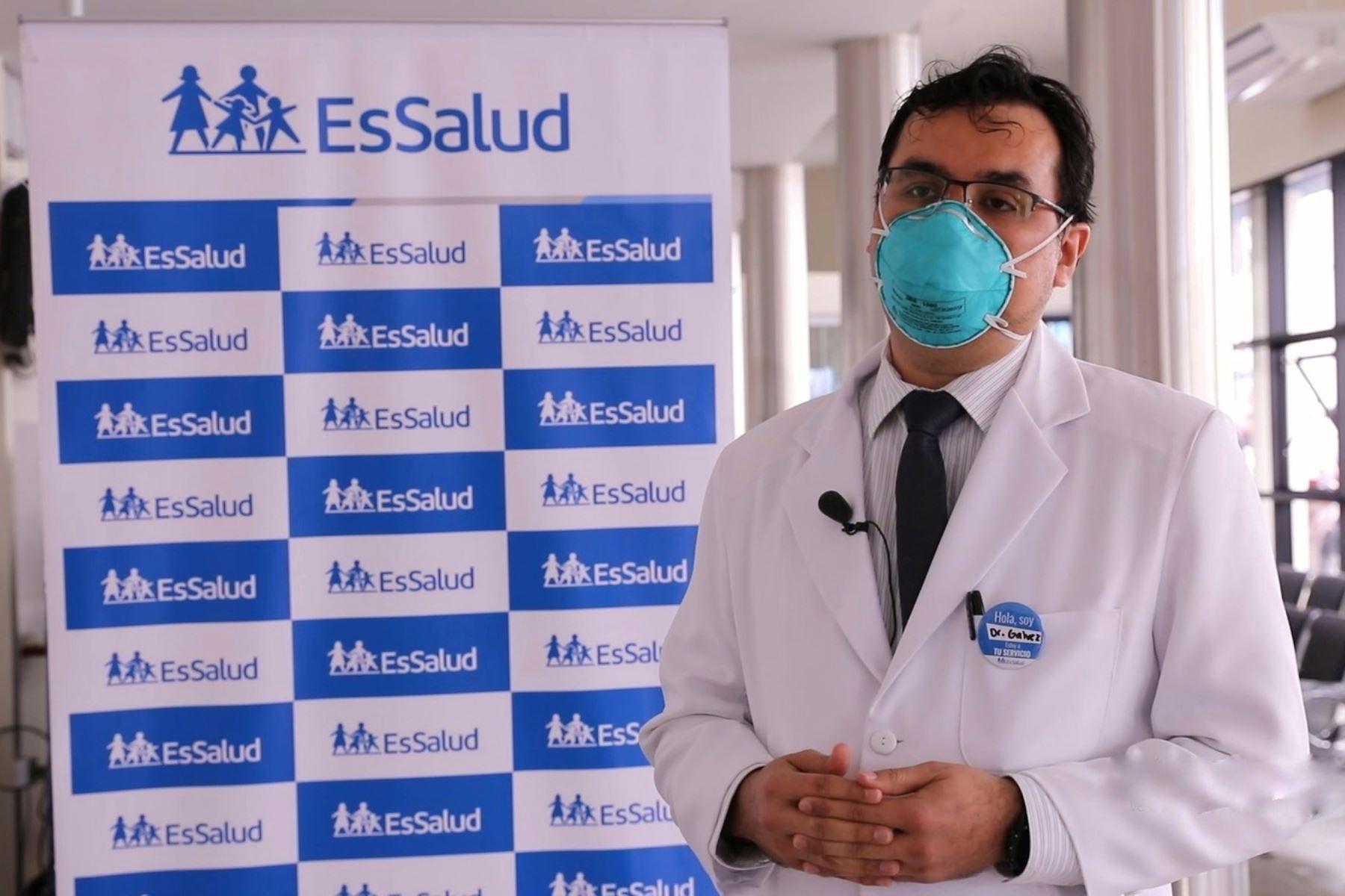 Tomás Gálvez, es médico oftalmólogo del hospital Almenara.  Foto:Hospital Guillermo Almenara