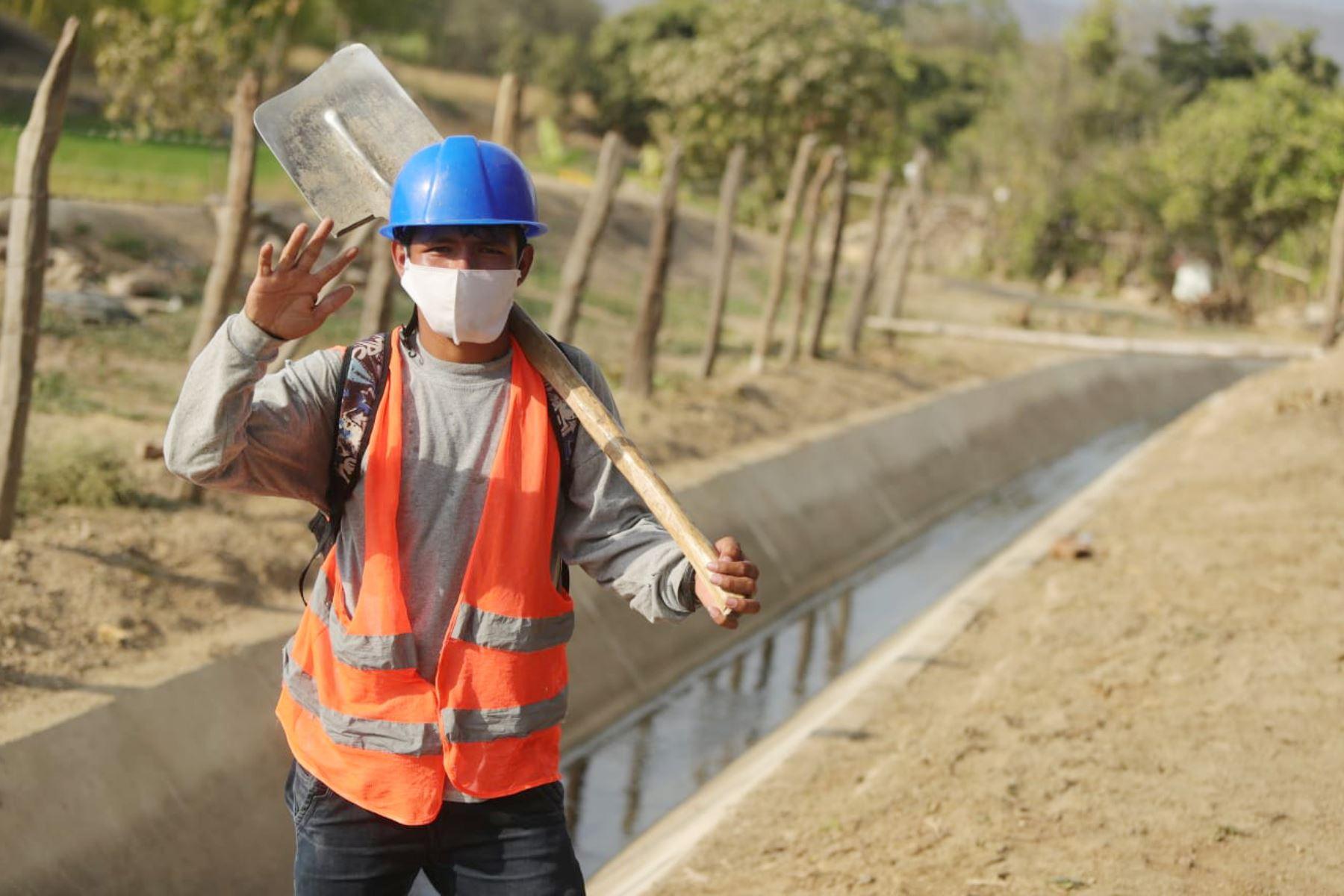 El presidente de la República, Martín Vizcarra inaugura infraestructura y hace entrega de bienes en la Cooperativa Agraria APPBOSA- Cadena de Banano orgánico en Piura. Foto: ANDINA/Prensa Presidencia