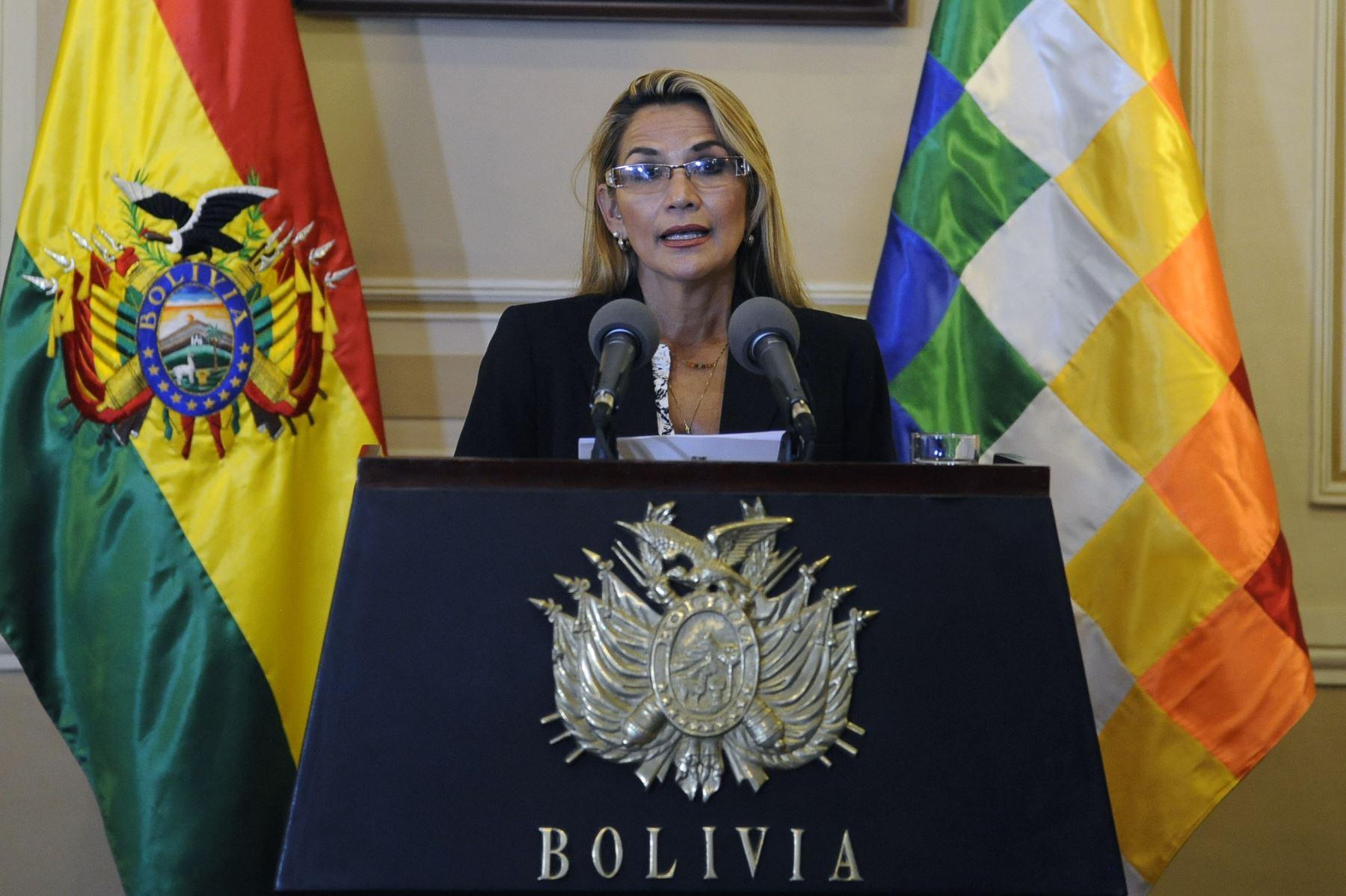 """""""Hoy dejo de lado mi candidatura a la presidencia de Bolivia, para cuidar la democracia"""", afirmó la mandataria derechista en un mensaje televisado. Foto: AFP"""