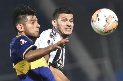 Con Zambrano de titular Boca Juniors gana 2  a 0  al Libertad durante un partido del Grupo H de la Copa Libertadores