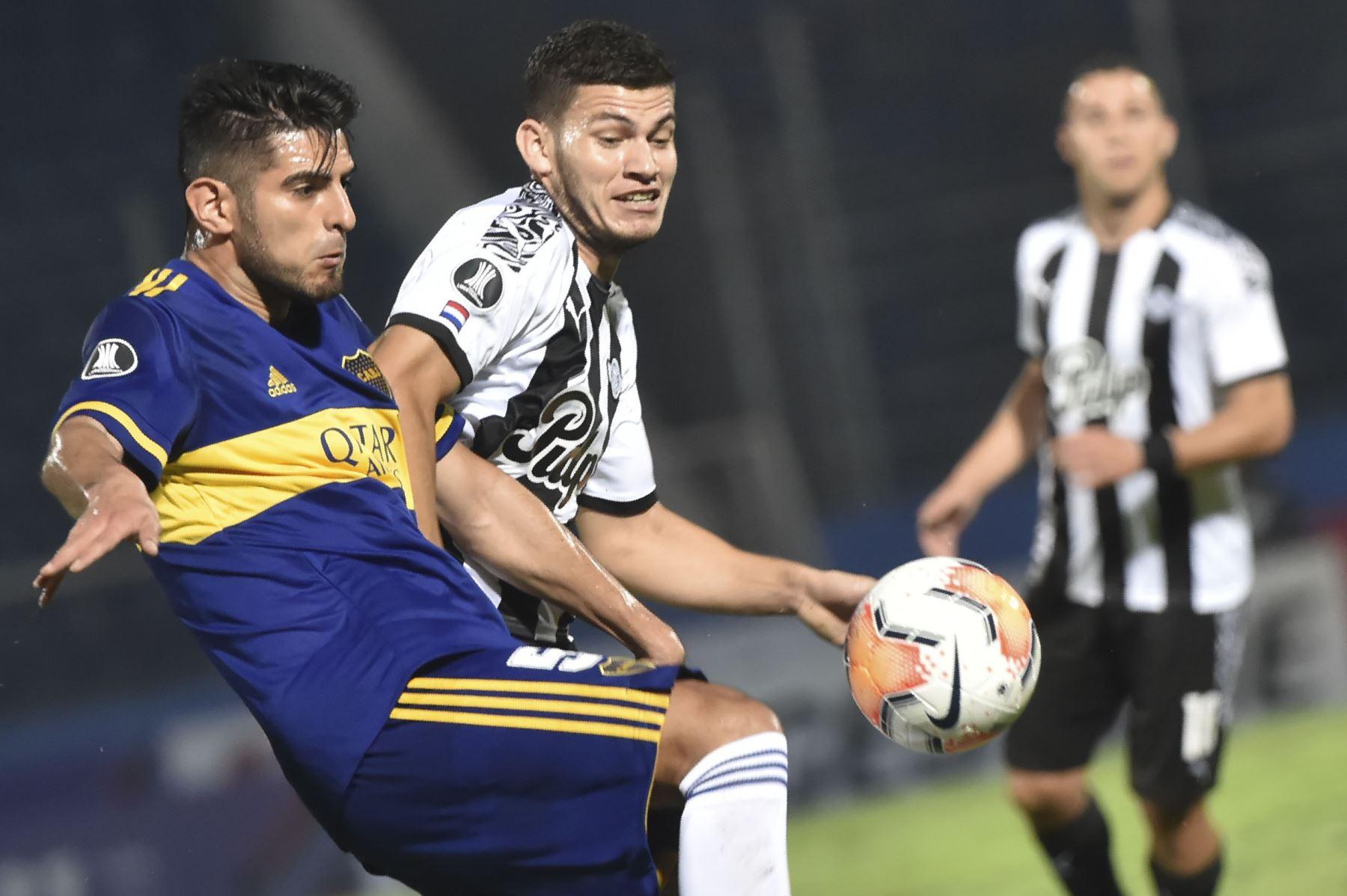 Carlos Zambrano cumplió con brindarle seguridad a la saga argentina en el reinicio de la Copa Libertadores. AFP