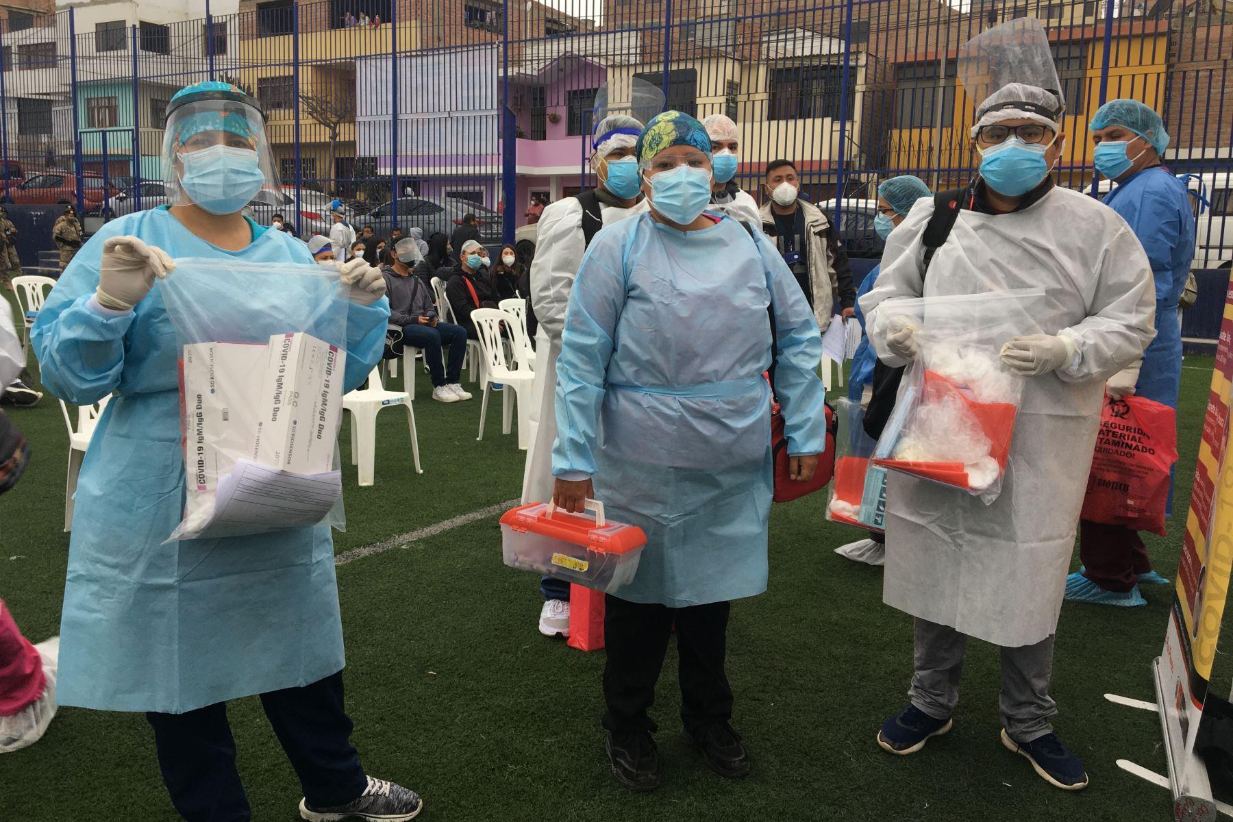 """Más de 7 mil personas vulnerables de Chorrillos y Villa El Salvador, fueron beneficiados con pruebas de descarte de Covid-19 , de parte del Ministerio de Salud en el marco de la """"Operación Tayta"""". Foto: Minsa"""