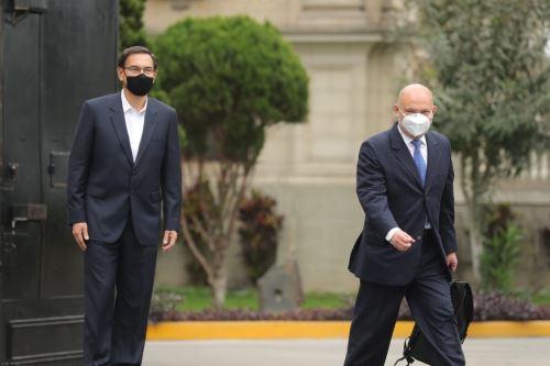 Presidente Vizcarra despide a su abogado Roberto Pereira quien acude al Congreso