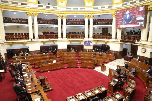 Presidente Vizcarra participa de sesión plenaria por moción de vacancia