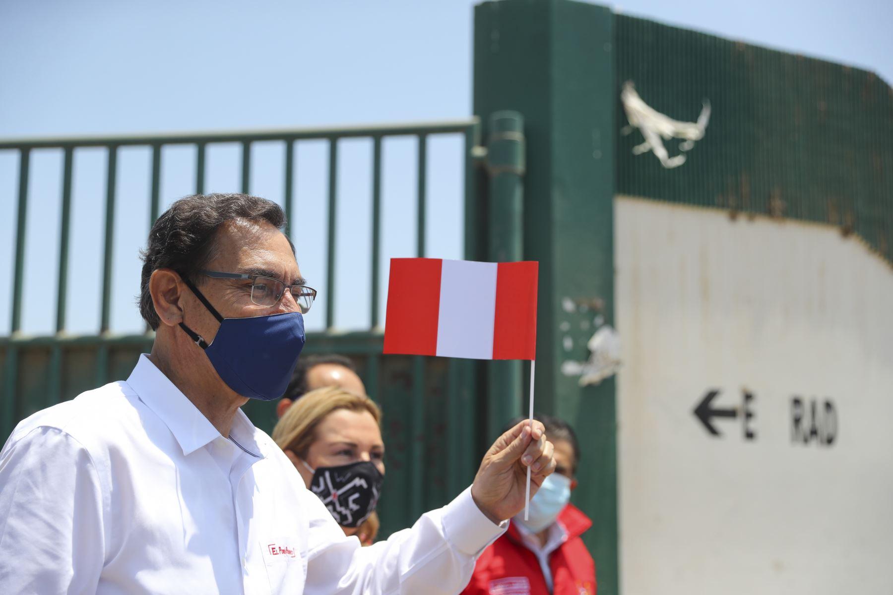 El presidente de la República, Martín Vizcarra, inspecciona la Villa EsSalud Virú, en La Libertad; establecimiento para brindar atención a pacientes con coronavirus, Foto: ANDINA/ Prensa Presidencia