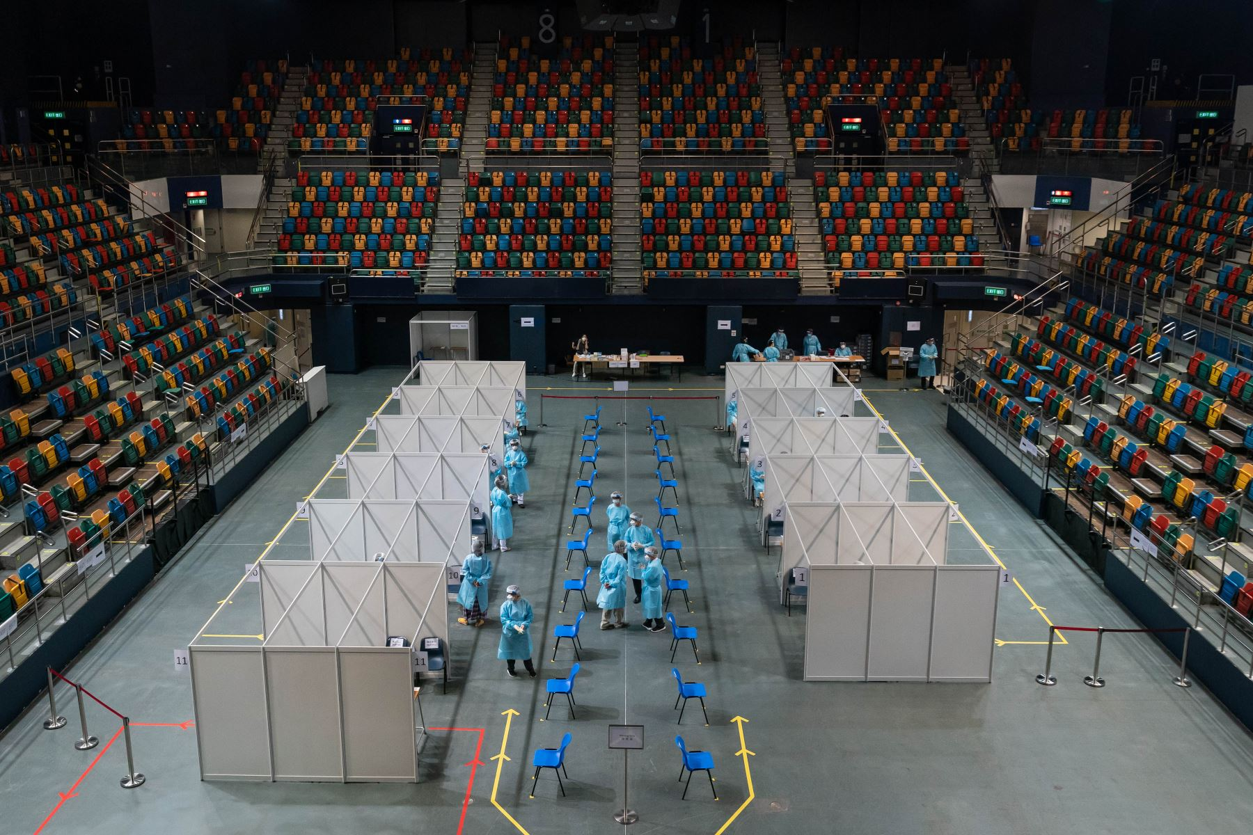 Una vista general de un sitio de prueba para detectar infecciones por coronavirus, en el Estadio Queen Elizabeth, en Hong Kong. Foto: AFP