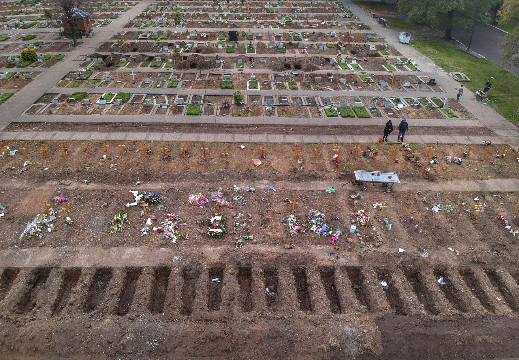 Una vista aérea del cementerio de Flores en Buenos Aires en medio de la nueva pandemia de coronavirus. Foto: AFP