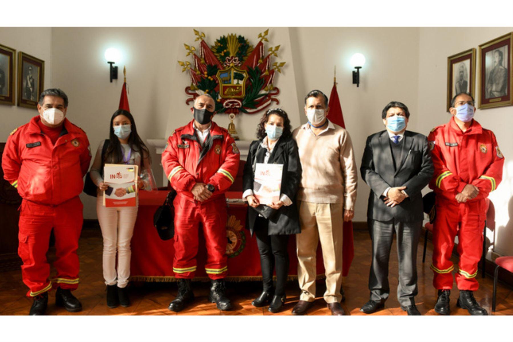 Autoridades del Ministerio del Interior se reúnen con deudos de bomberos héroes   Noticias