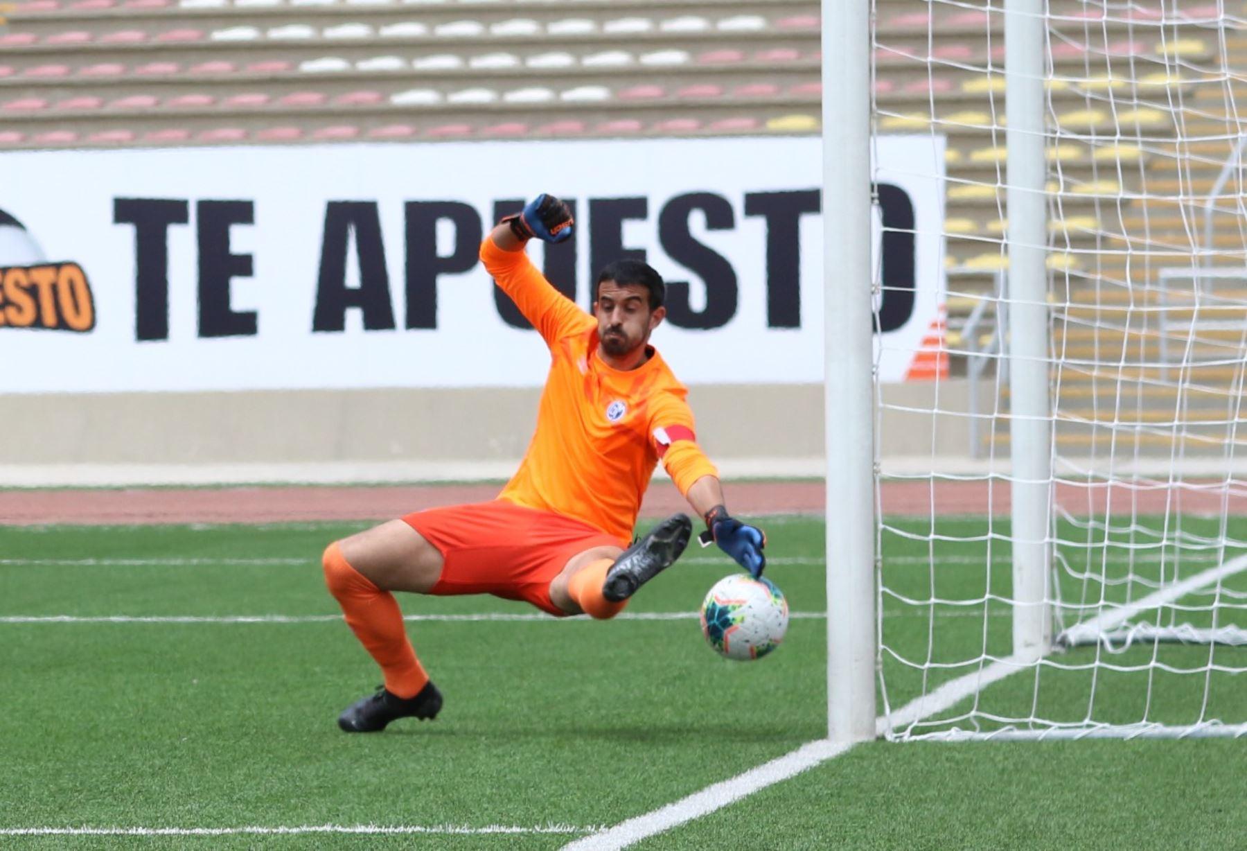 El portero D. Melián del Deportivo Municipal recibe un gol en su portería por parte del Mannucci, durante la jornada 12 de la Liga 1. Foto: @LigaFutProf
