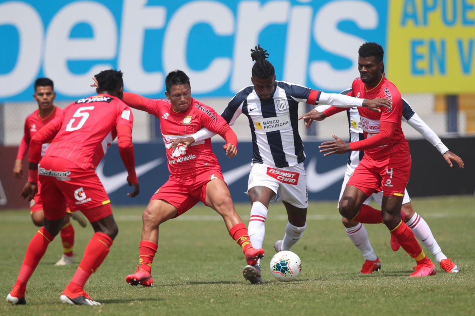 Alianza Lima y Sport Huancayo se enfrentan por la jornada 12 de la Liga 1, en elestadio Iván Elías Moreno de Villa El Salvador. Foto: @LigaFutProf